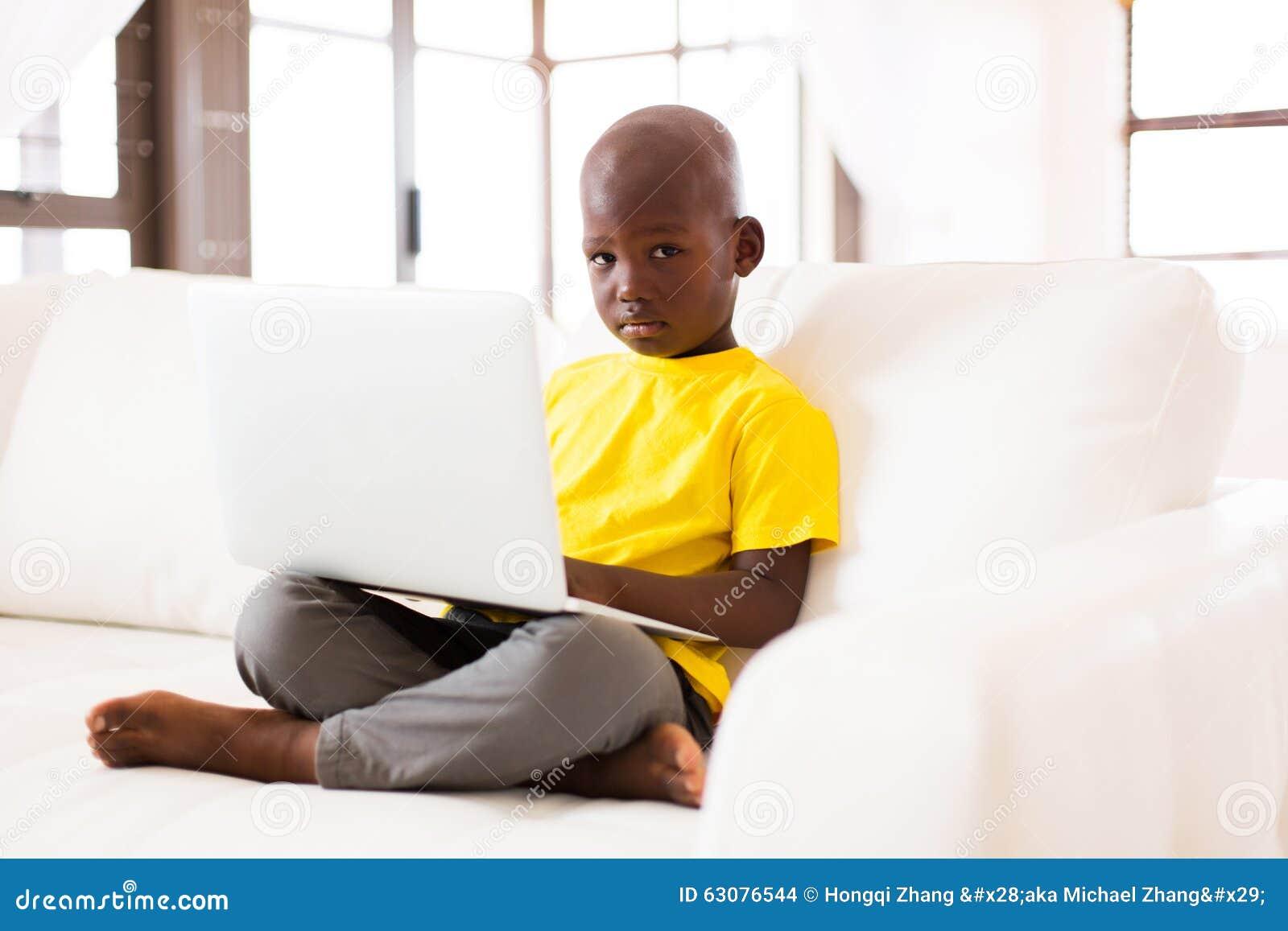 Download Ordinateur Portable De Garçon Photo stock - Image du enfance, ménage: 63076544