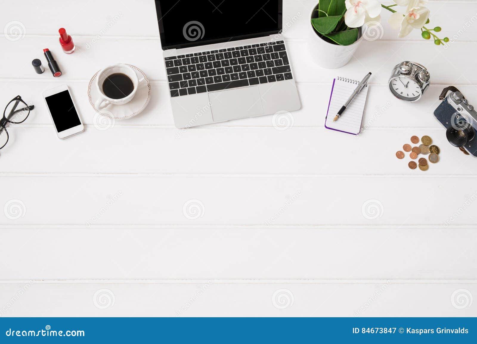 Ordinateur portable sur le bureau vue d 39 en haut image for Table vue de haut