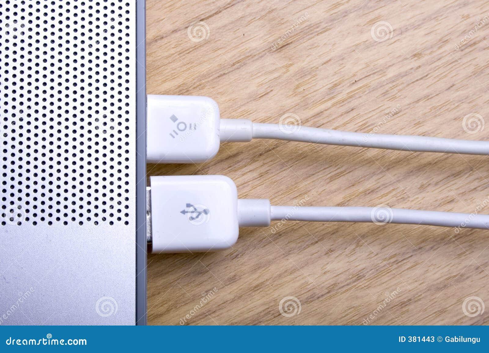 Ordinateur portatif et câbles 3