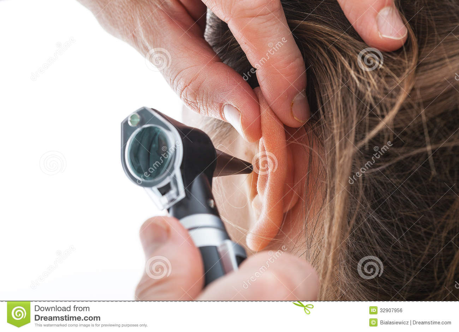 Orecchio d esame con l otoscopio