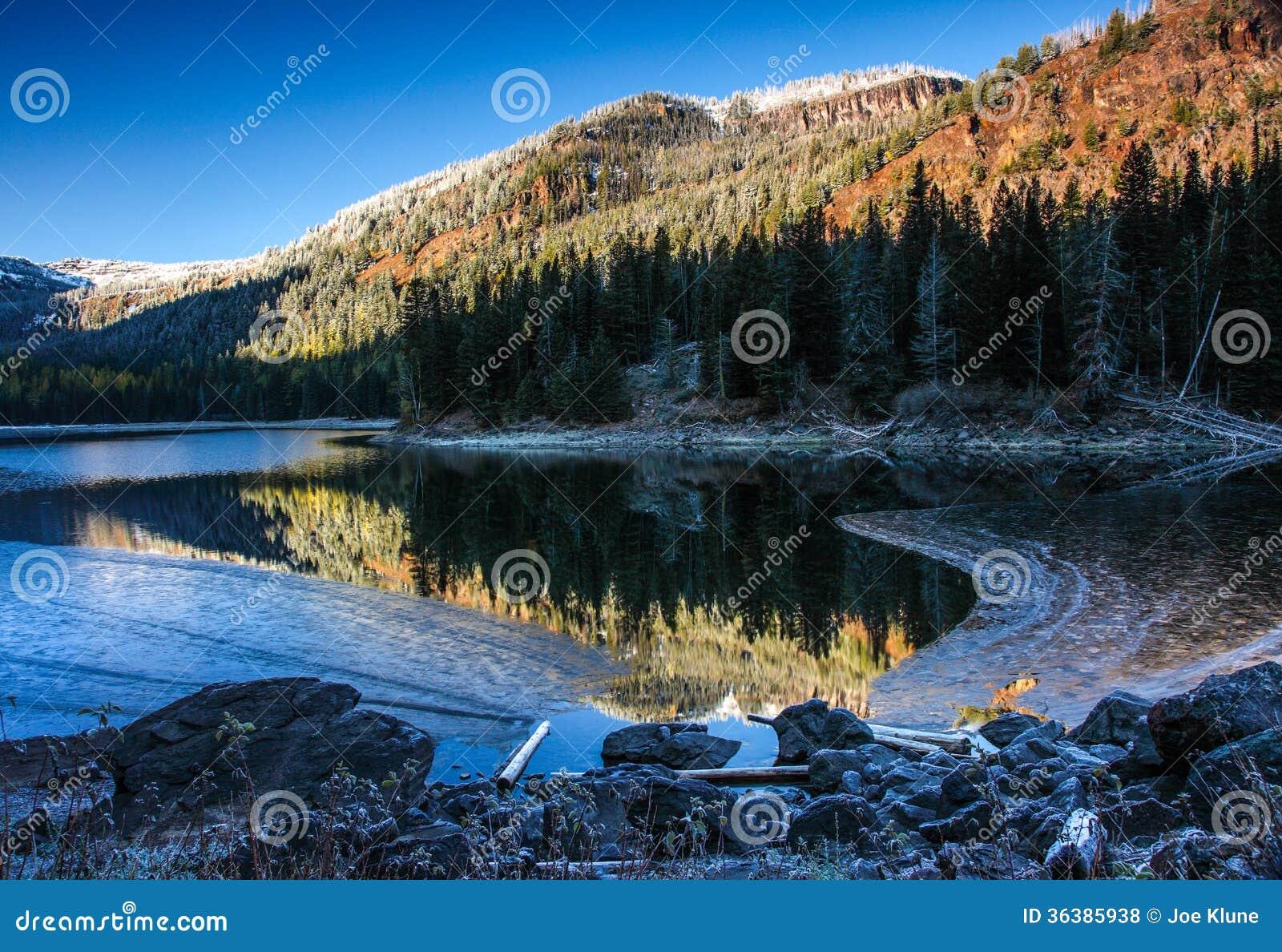 Oregon portrait royalty free stock photos image 36385938 for Devils lake oregon fishing