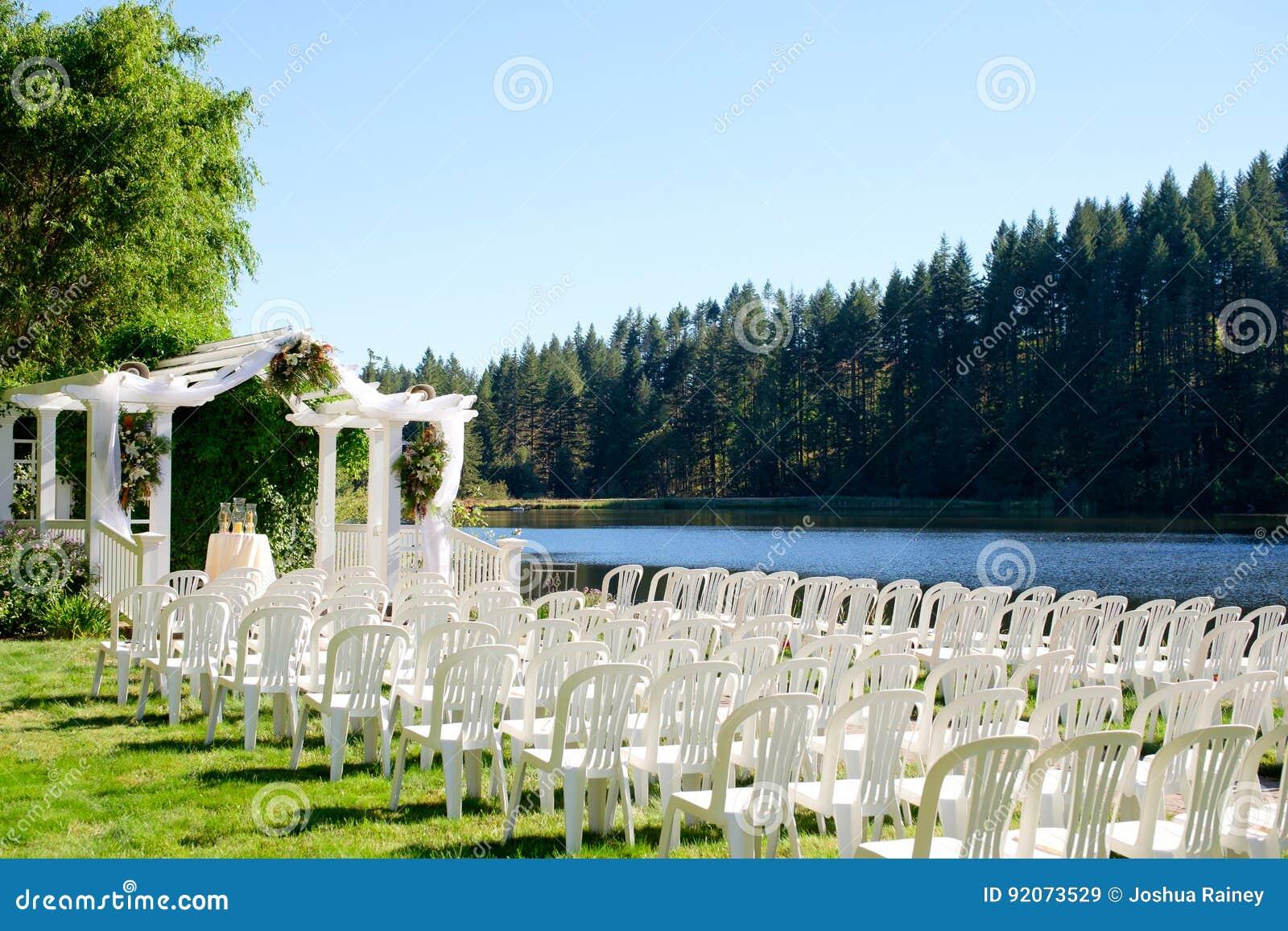 Oregon Wedding Venue By Lake Stock Image - Image of love ...