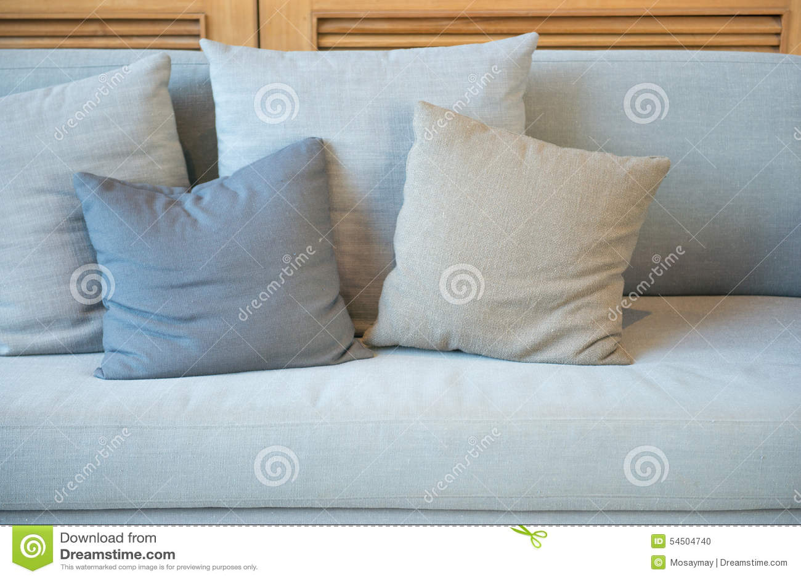 Oreillers de décoration sur un sofa