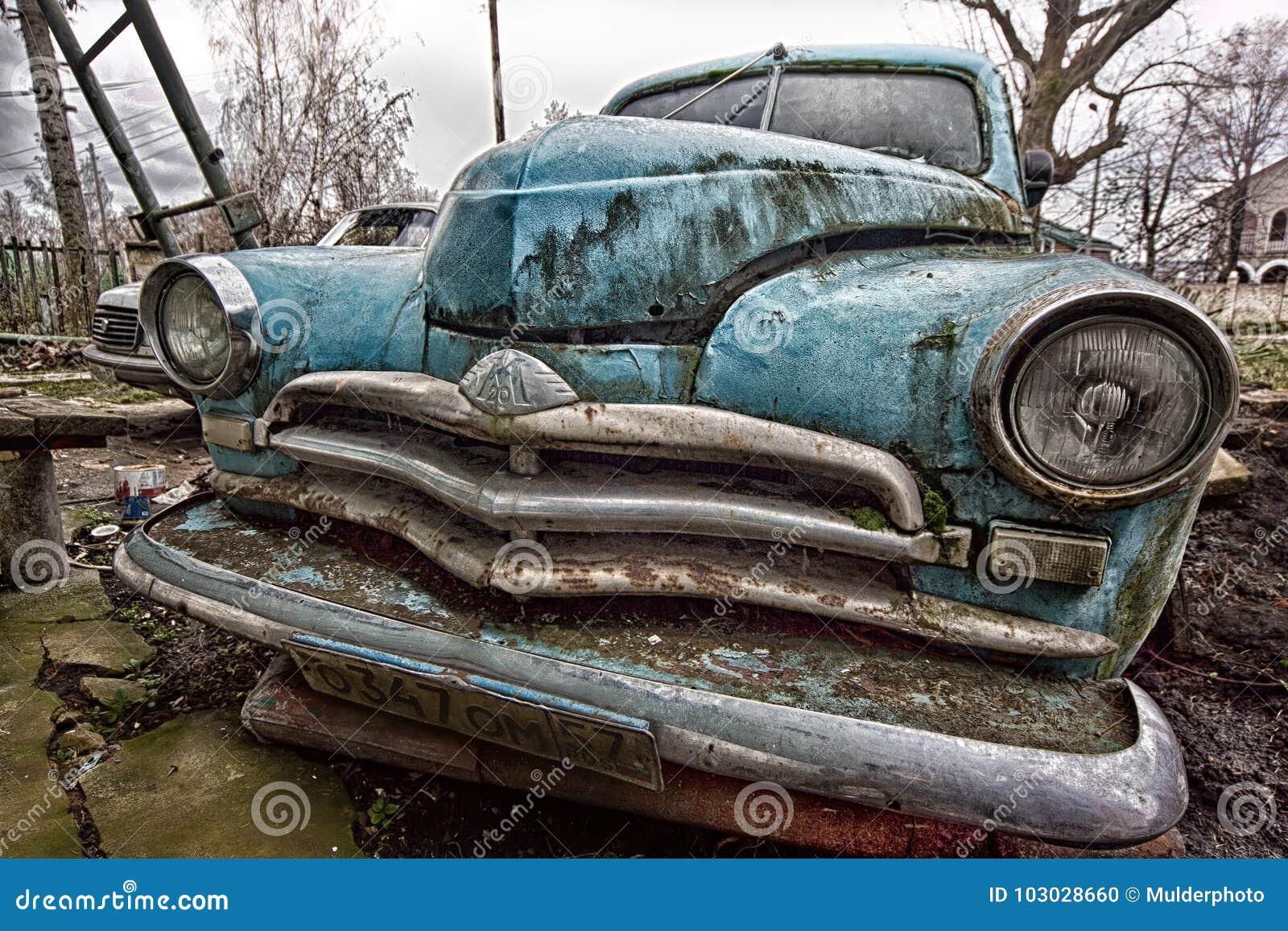 Orel, Rusia - circa 2016: ` Retro azul soviético envejecido de Pobeda del ` de Gaz M20 del coche del vintage