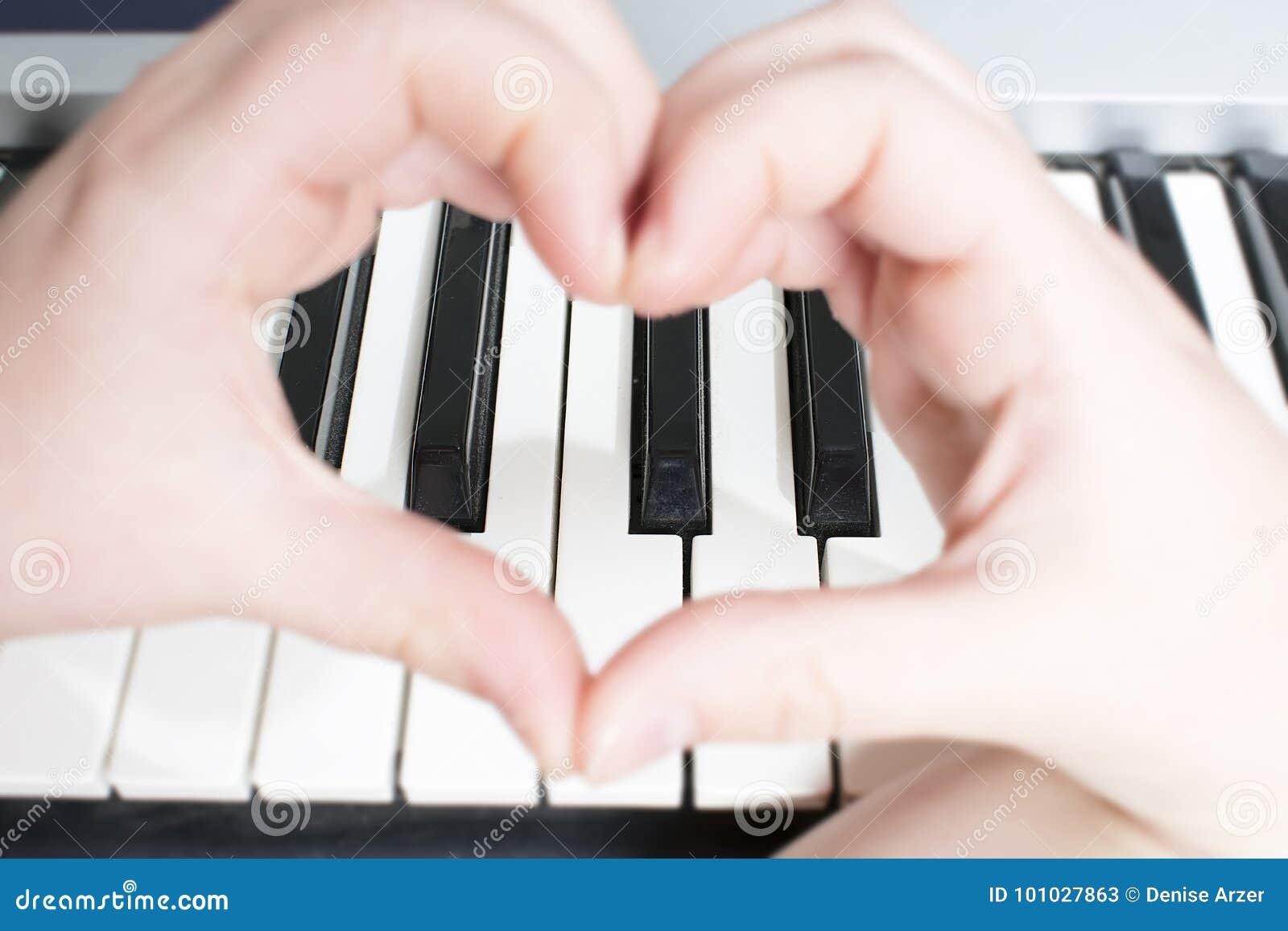Organ i serce robić z rękami