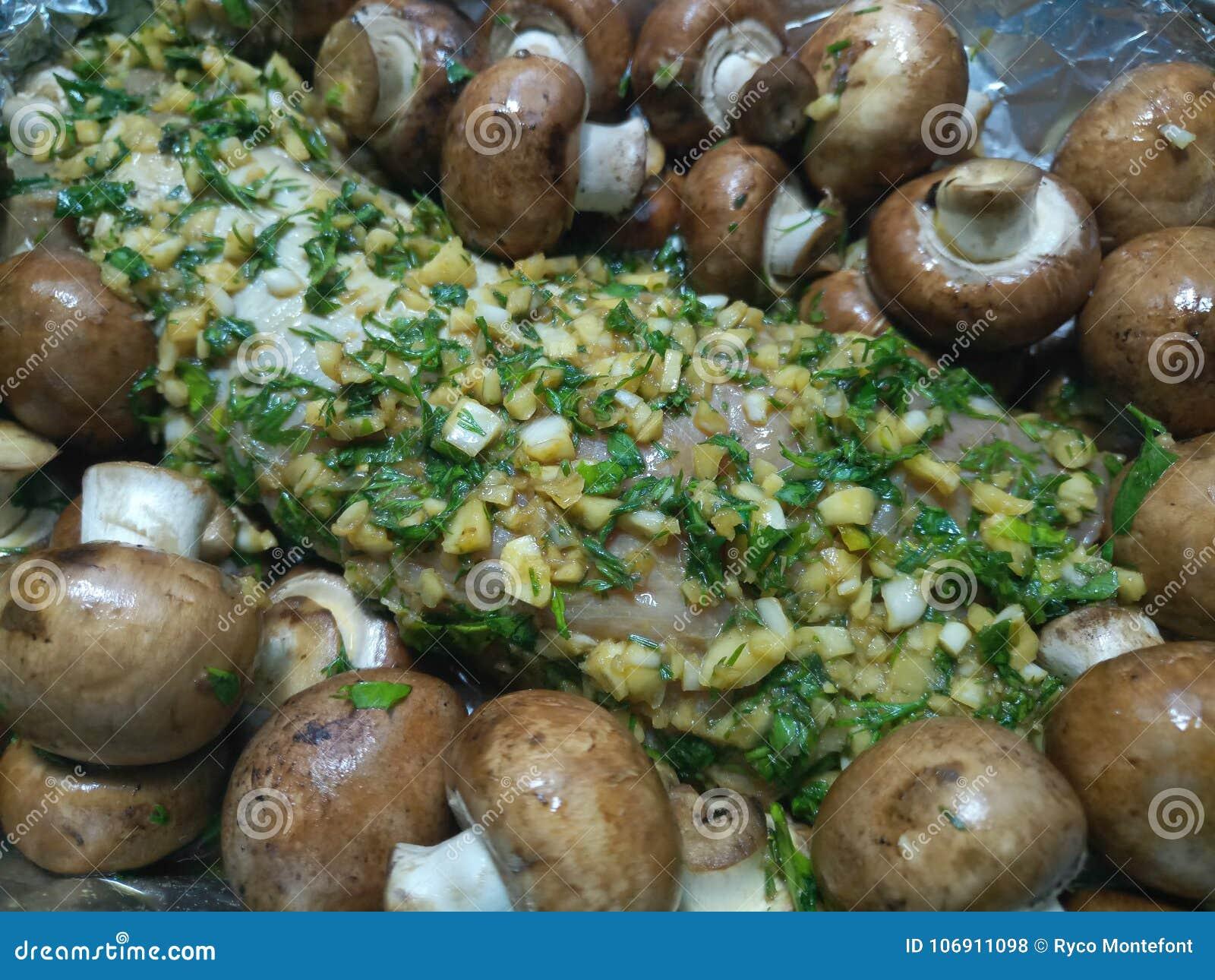 Organicznie marynowany surowy wieprzowiny zakończenie up