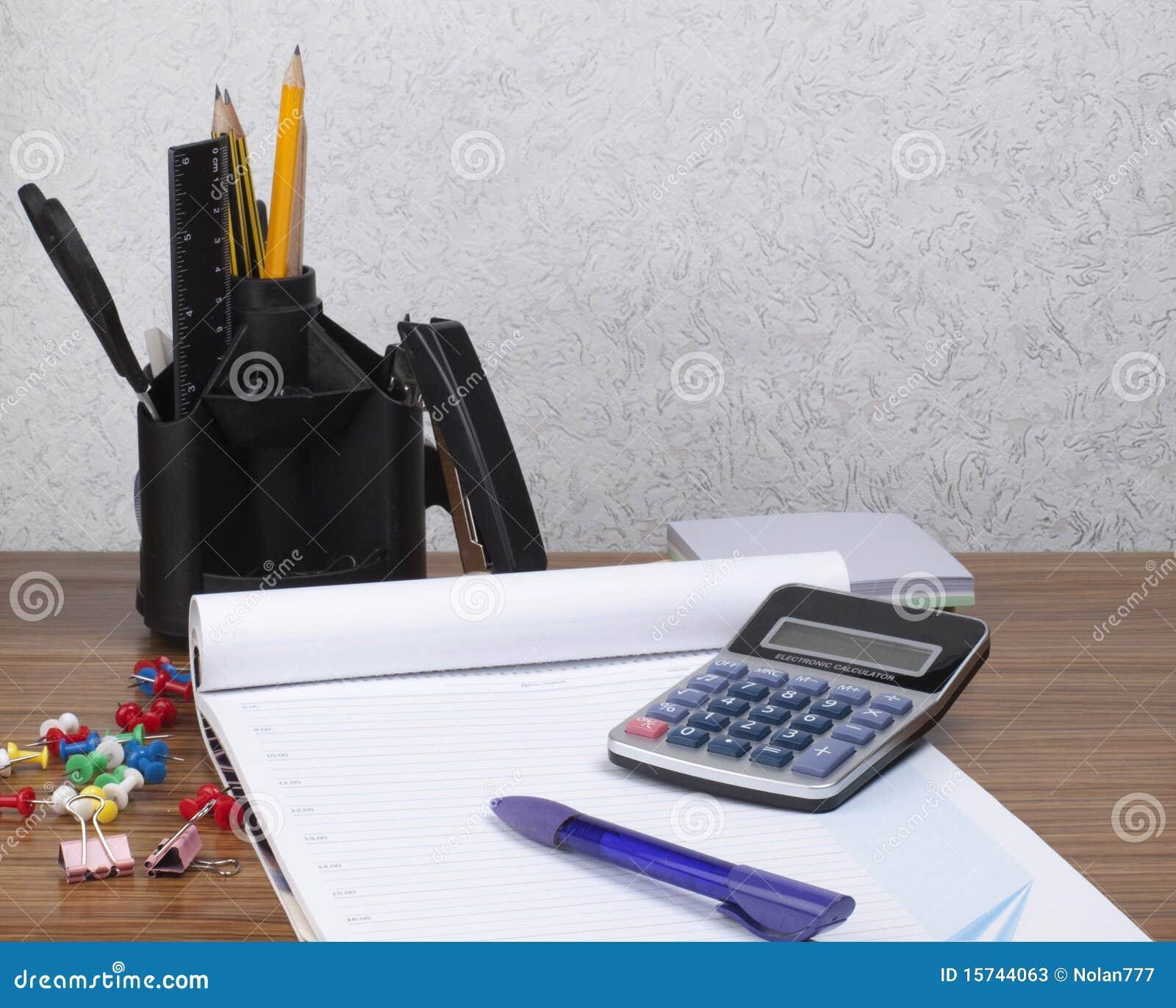 organisateur de bureau avec des outils de bureau image stock image du knowledge ruler 15744063. Black Bedroom Furniture Sets. Home Design Ideas
