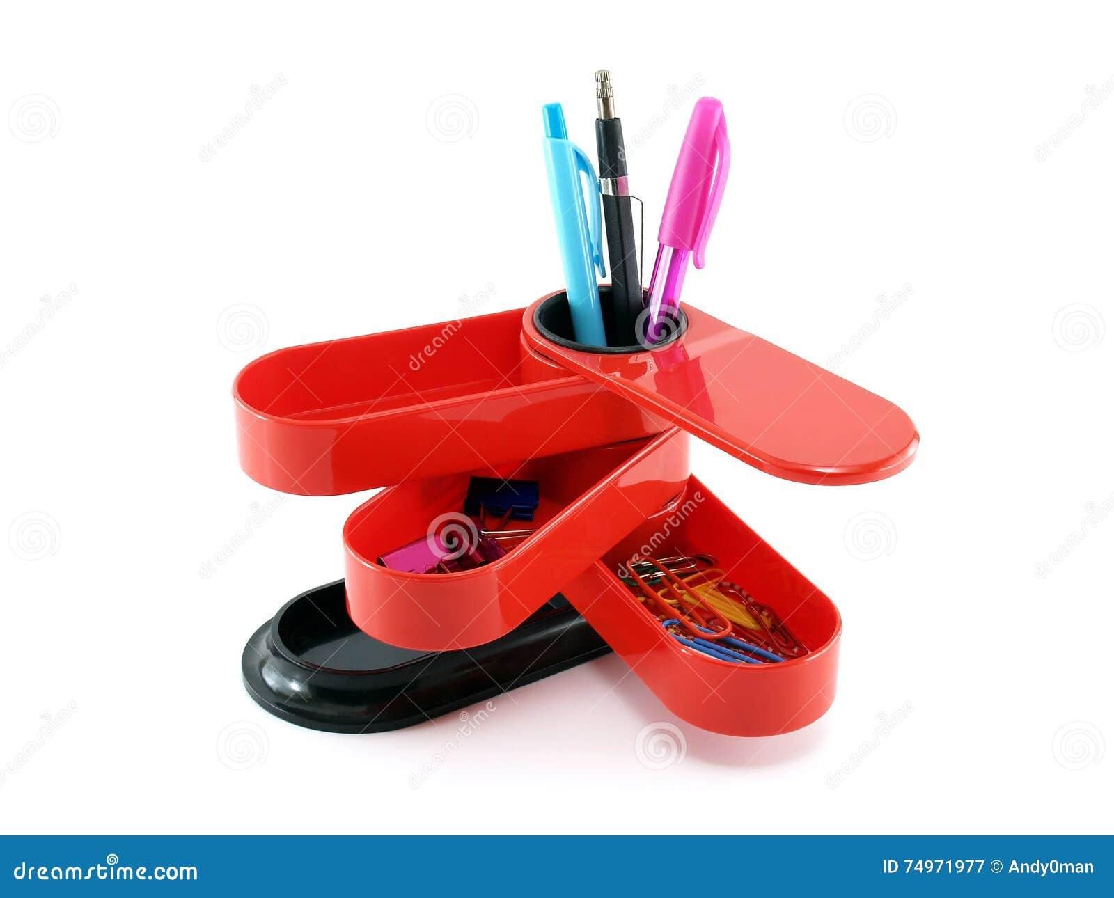 Organisateur de plastique rouge de bureau avec des fournitures de