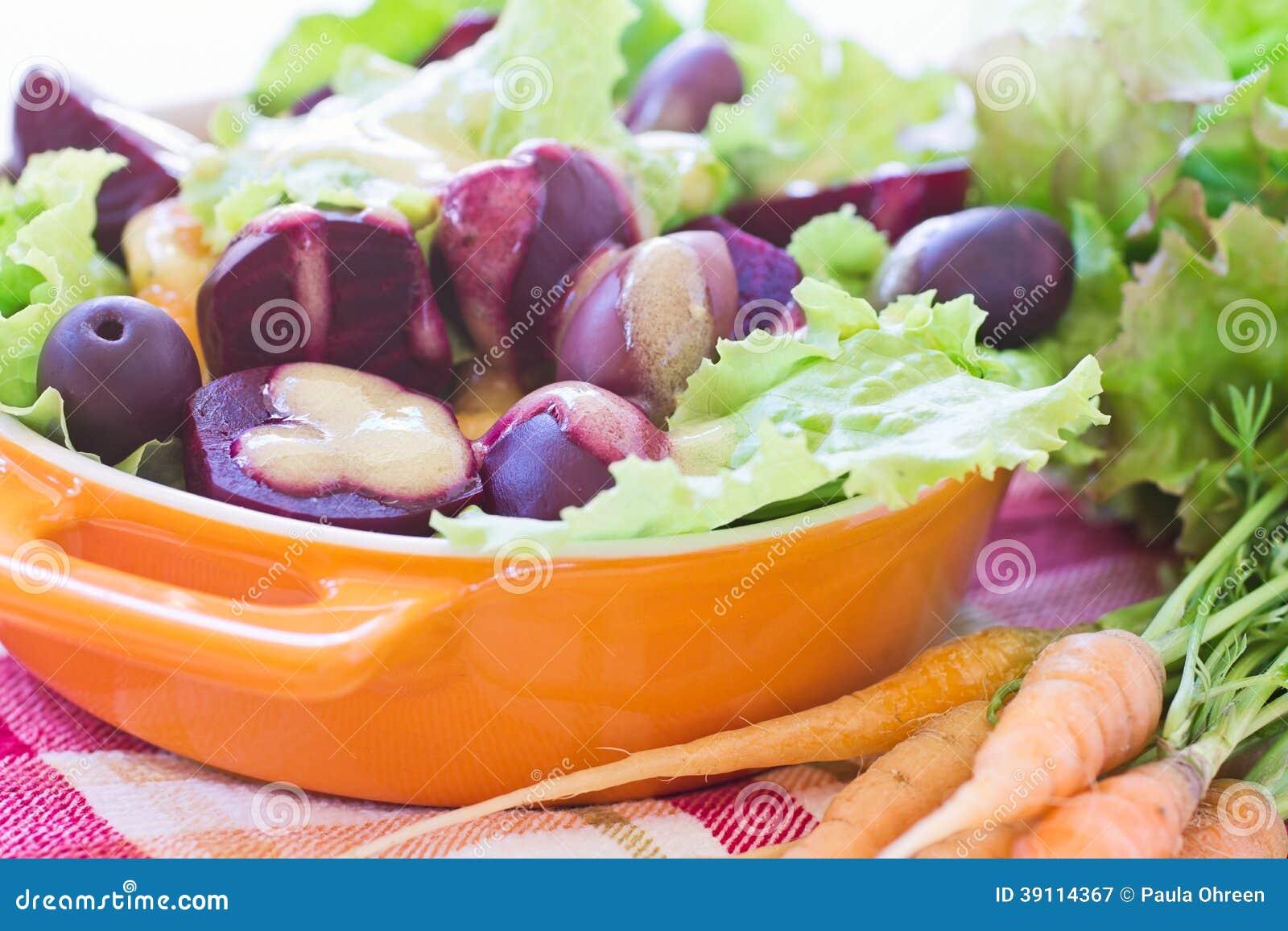 Organische Wortel en Bietensalade