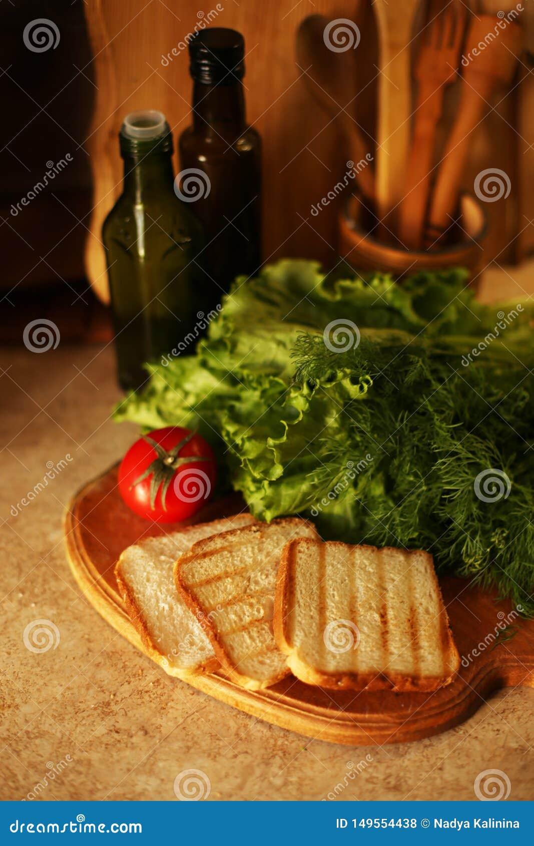 Organischer strenger Vegetarier auf K?che sich vorbereiten
