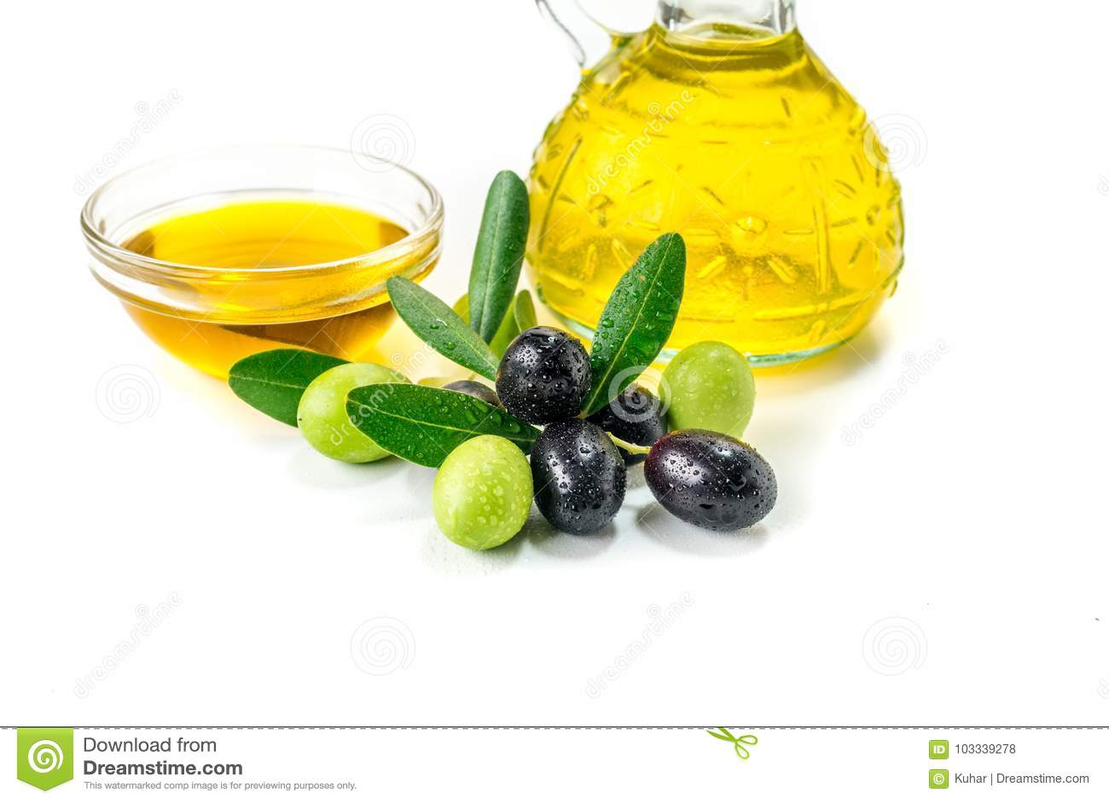 Organisches Olivenöl mit Oliven
