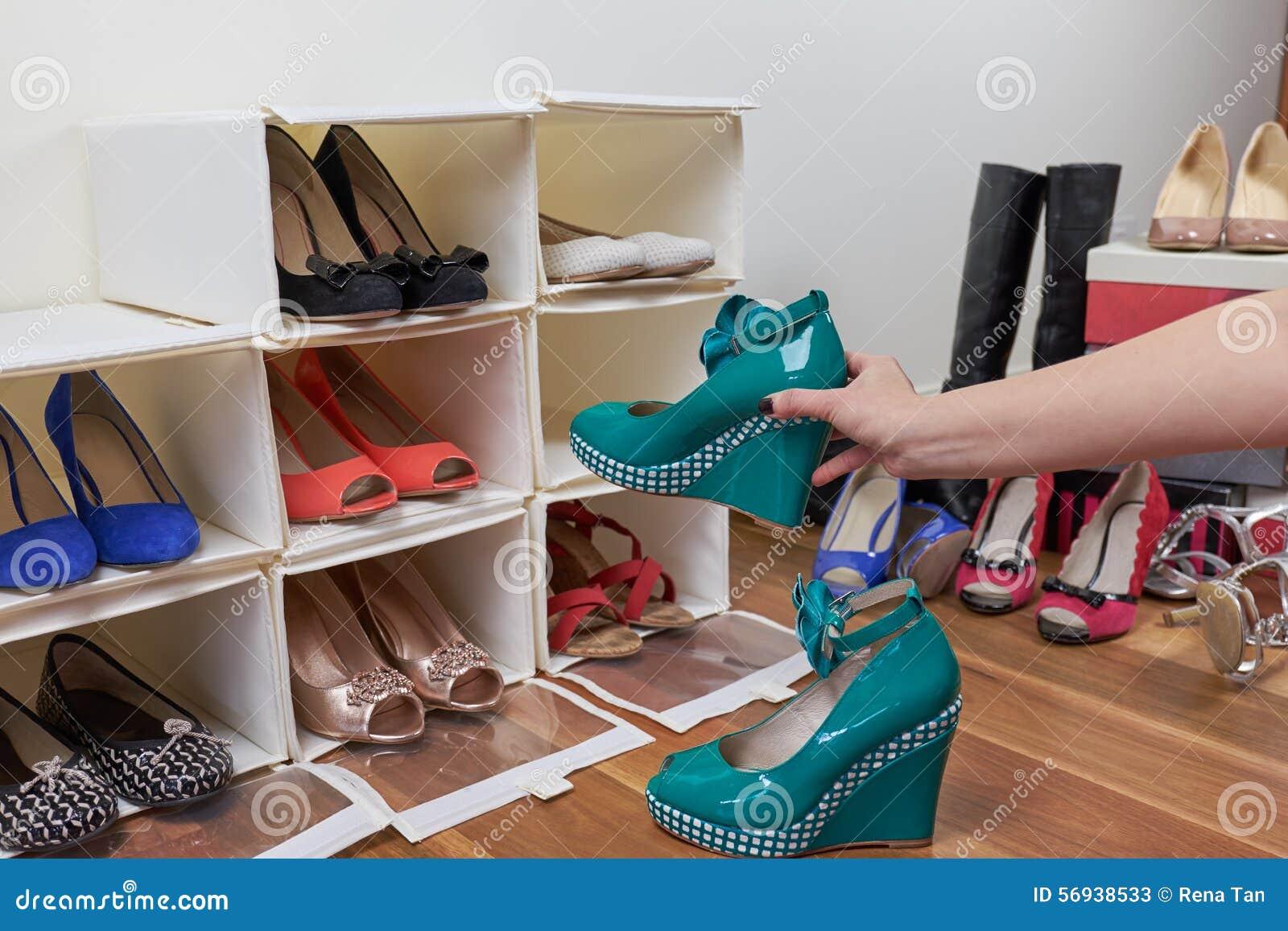 Organisierende Schuhe Stockbild Bild Von Personlich 56938533