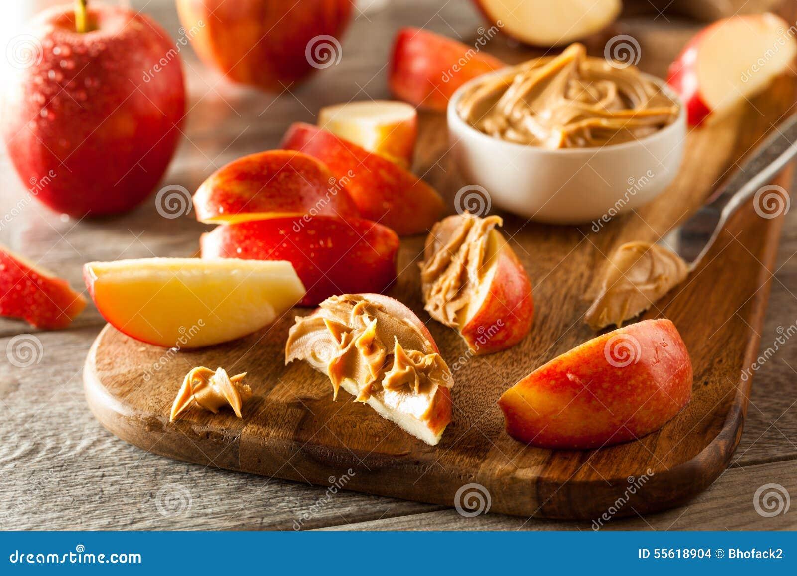 Organiskt äpplen och jordnötsmör