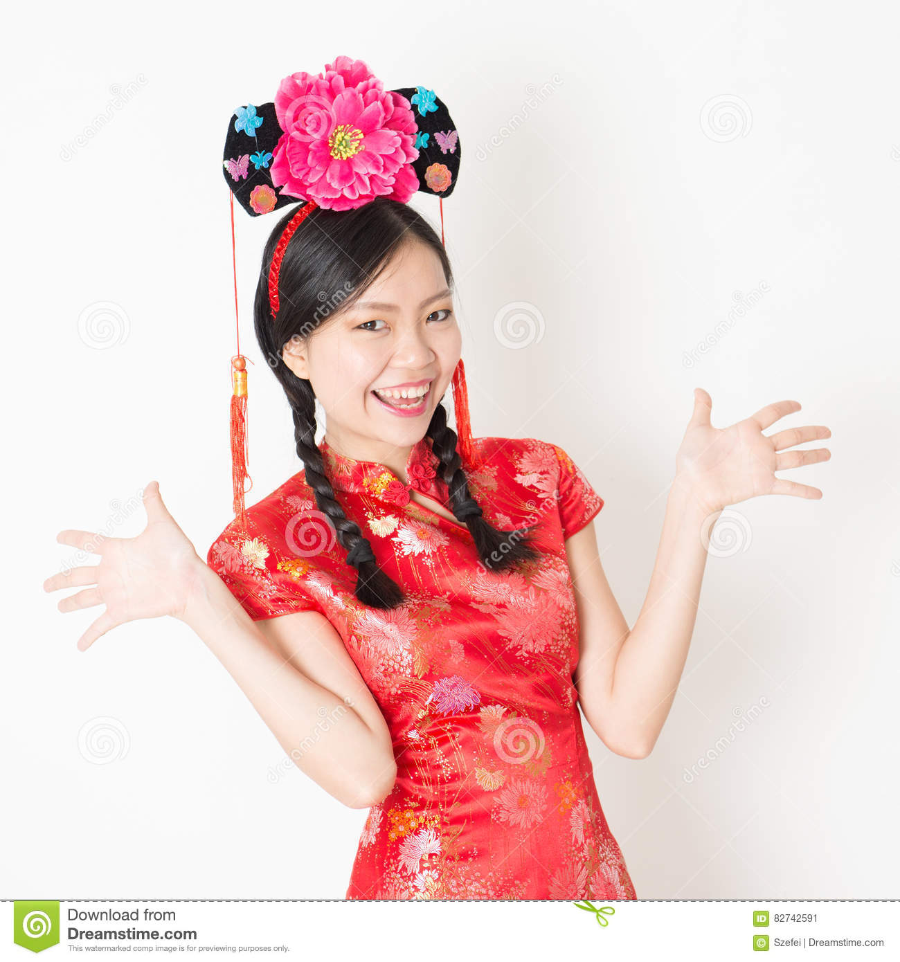 da16d4c06 Young Asian woman in traditional qipao dress holding mandarin orange and  smiling, celebrating Chinese Lunar New Year or spring festival, standing on  plain ...