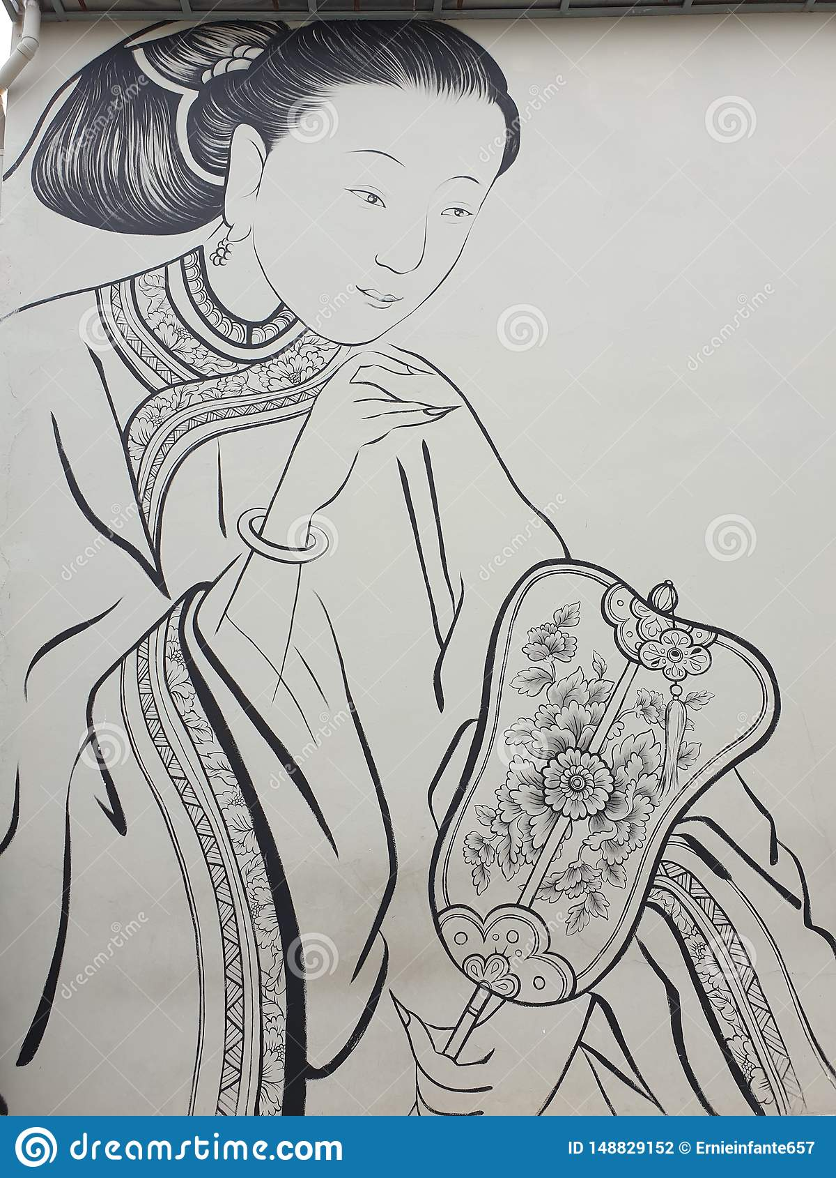 Orientale-Dame, die einen Fächer hält