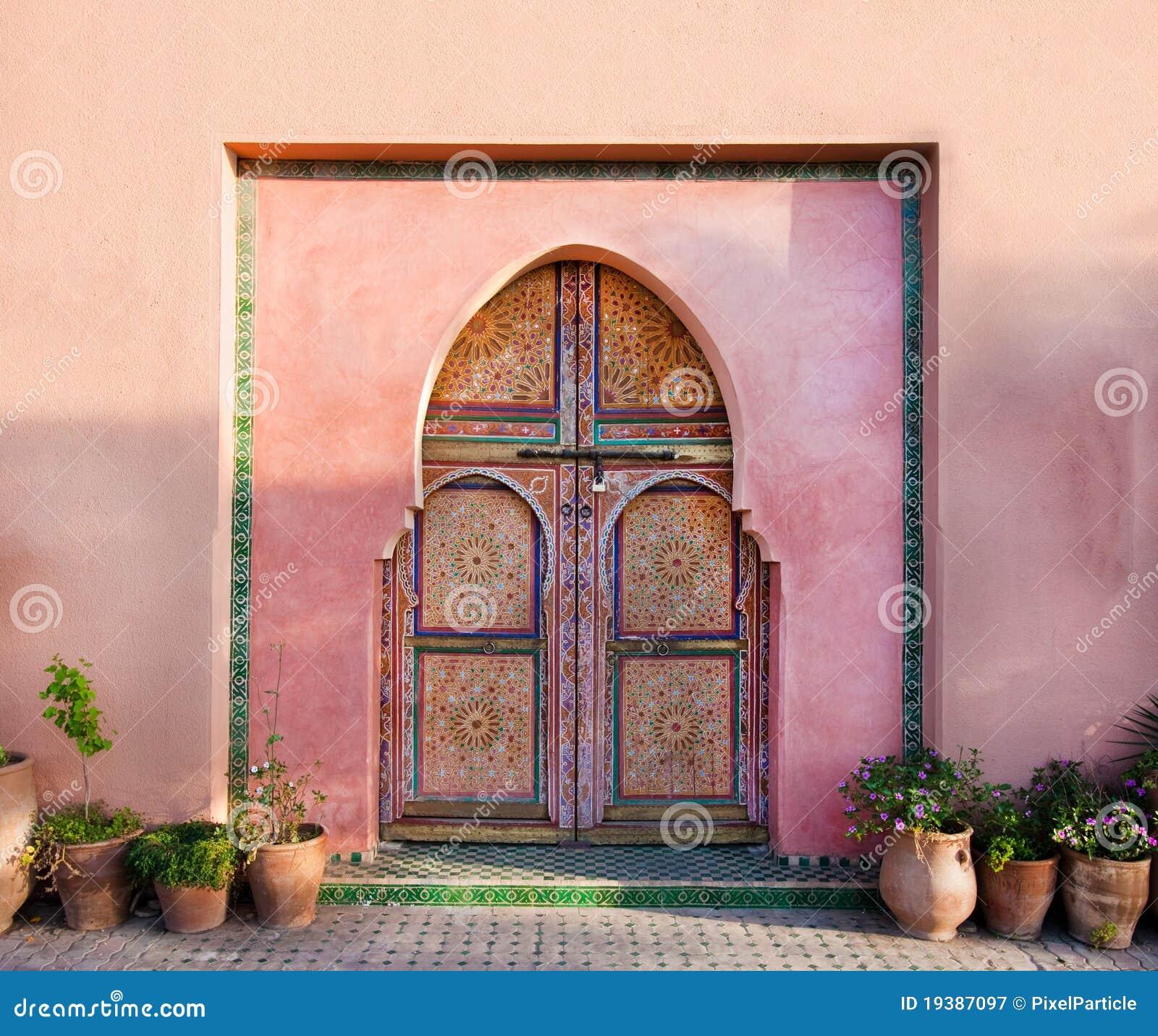 orientalische arabische wand mit t ren lizenzfreie stockfotografie bild 19387097. Black Bedroom Furniture Sets. Home Design Ideas