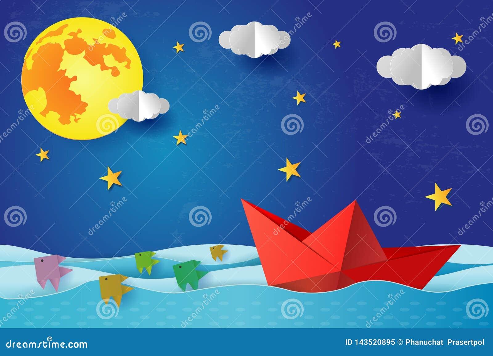 Origami纸小船在蓝色海海洋的晚上 与满月的超现实的海景与云彩和星,纸艺术