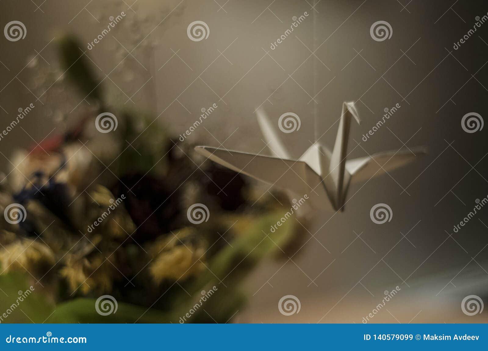 Origami Бумажная смертная казнь через повешение лебедя на потоке Игрушки от бумаги