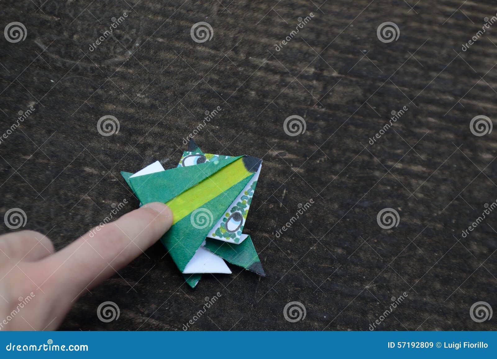 Origami, лягушка которая скачет