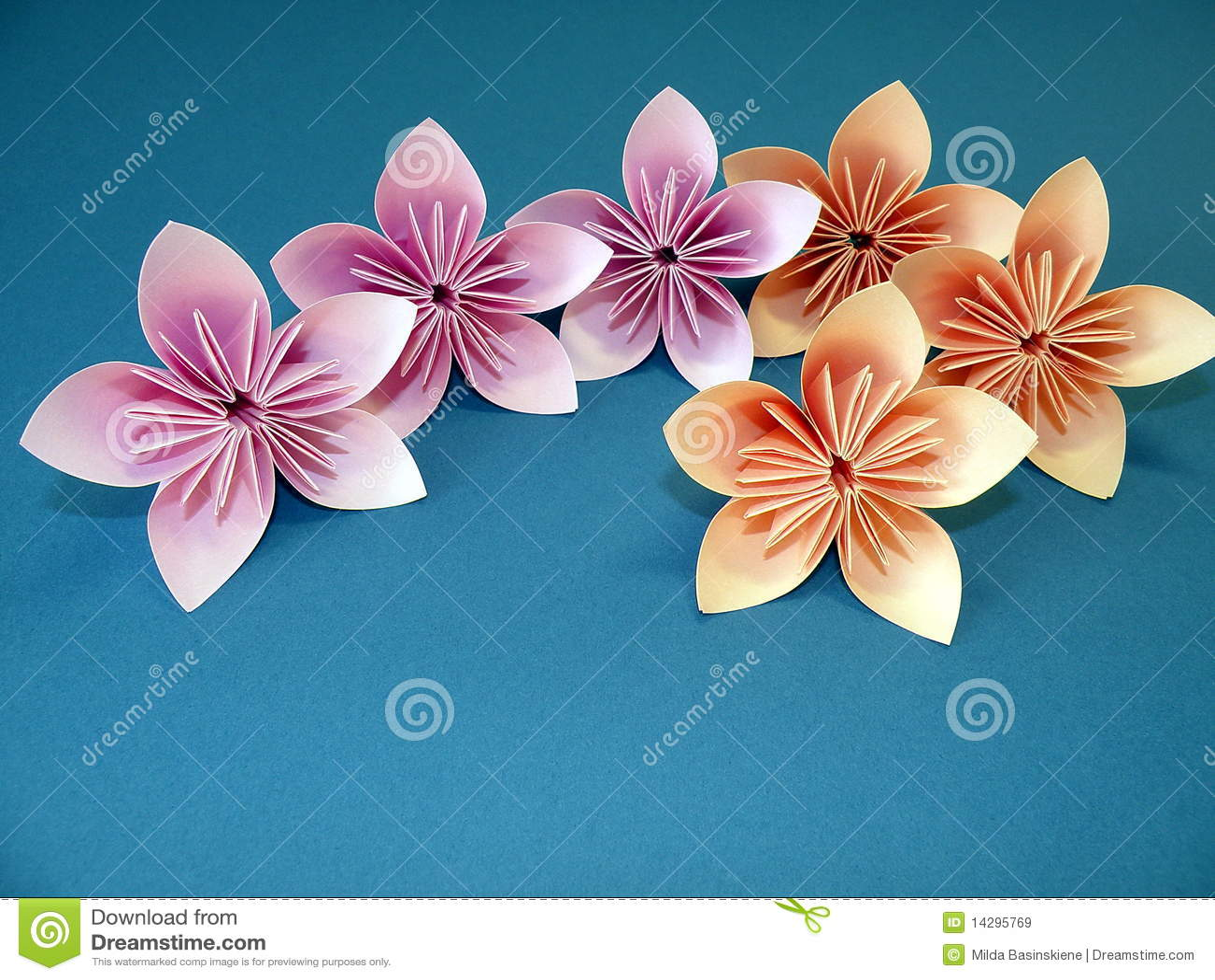 origami blume lizenzfreie stockbilder bild 14295769. Black Bedroom Furniture Sets. Home Design Ideas