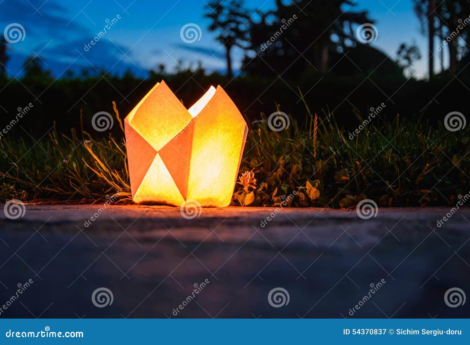 Origami Lantern Tutorial - Japanese Andon Lampshade - Paper Kawaii | 972x1300