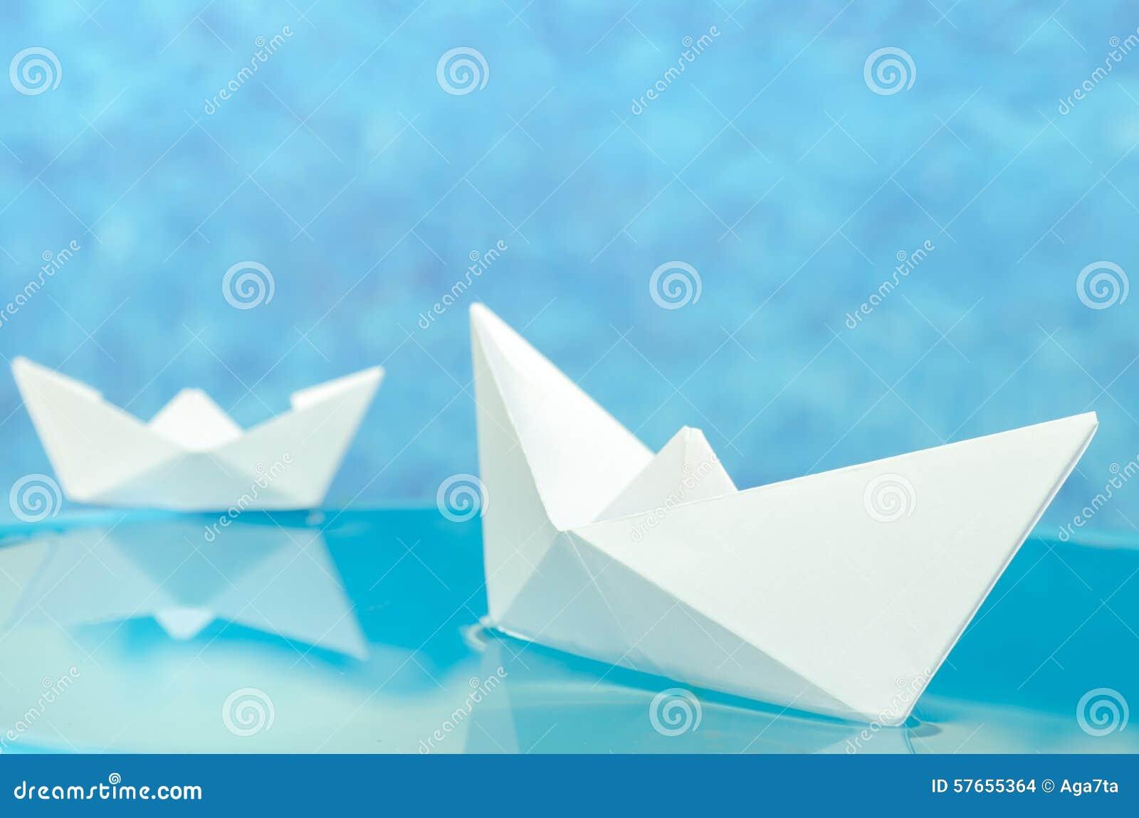 Origami papierowe łodzie