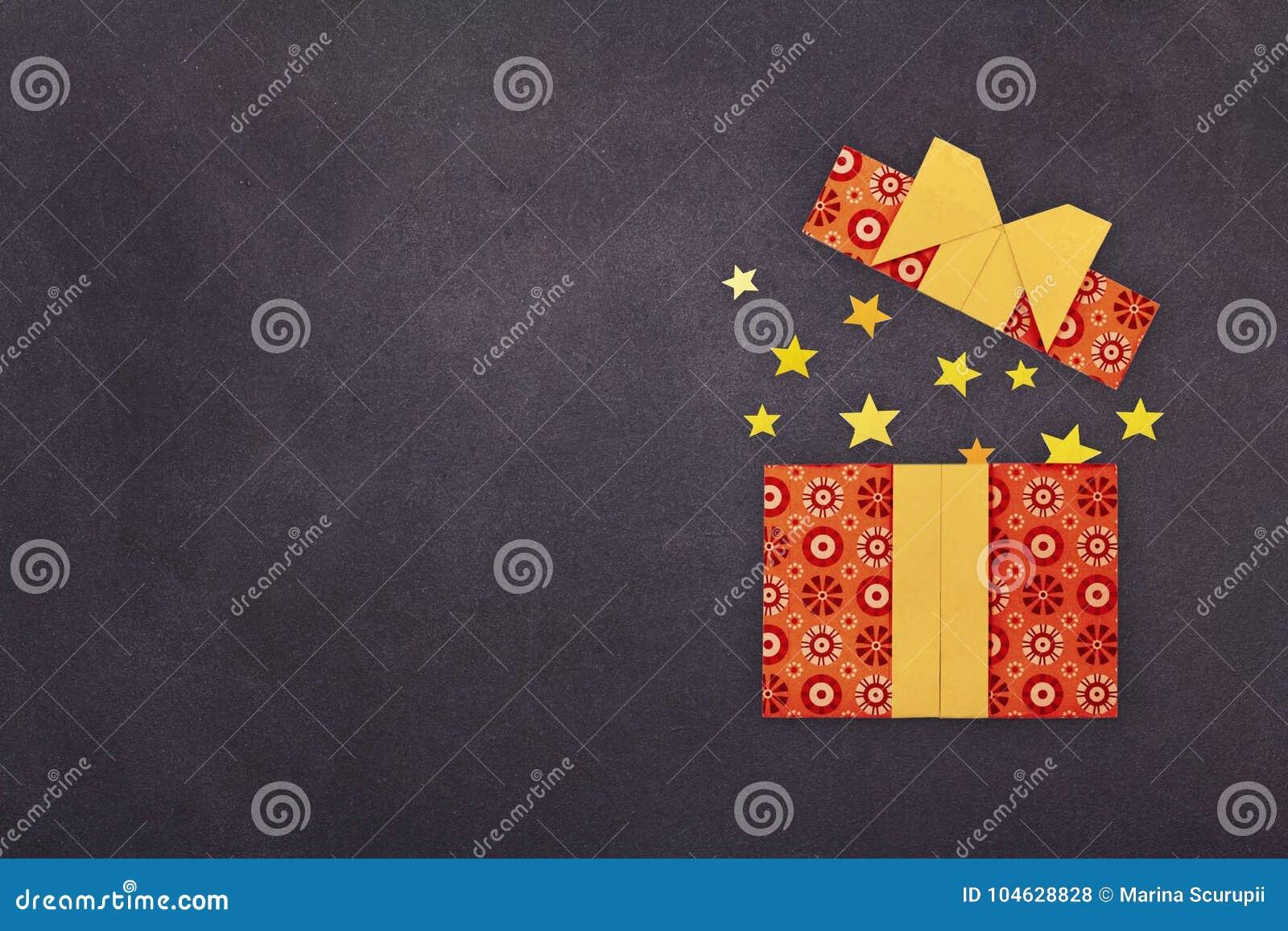 Download Origamidocument Huidig Vakje Stock Foto - Afbeelding bestaande uit doos, viering: 104628828