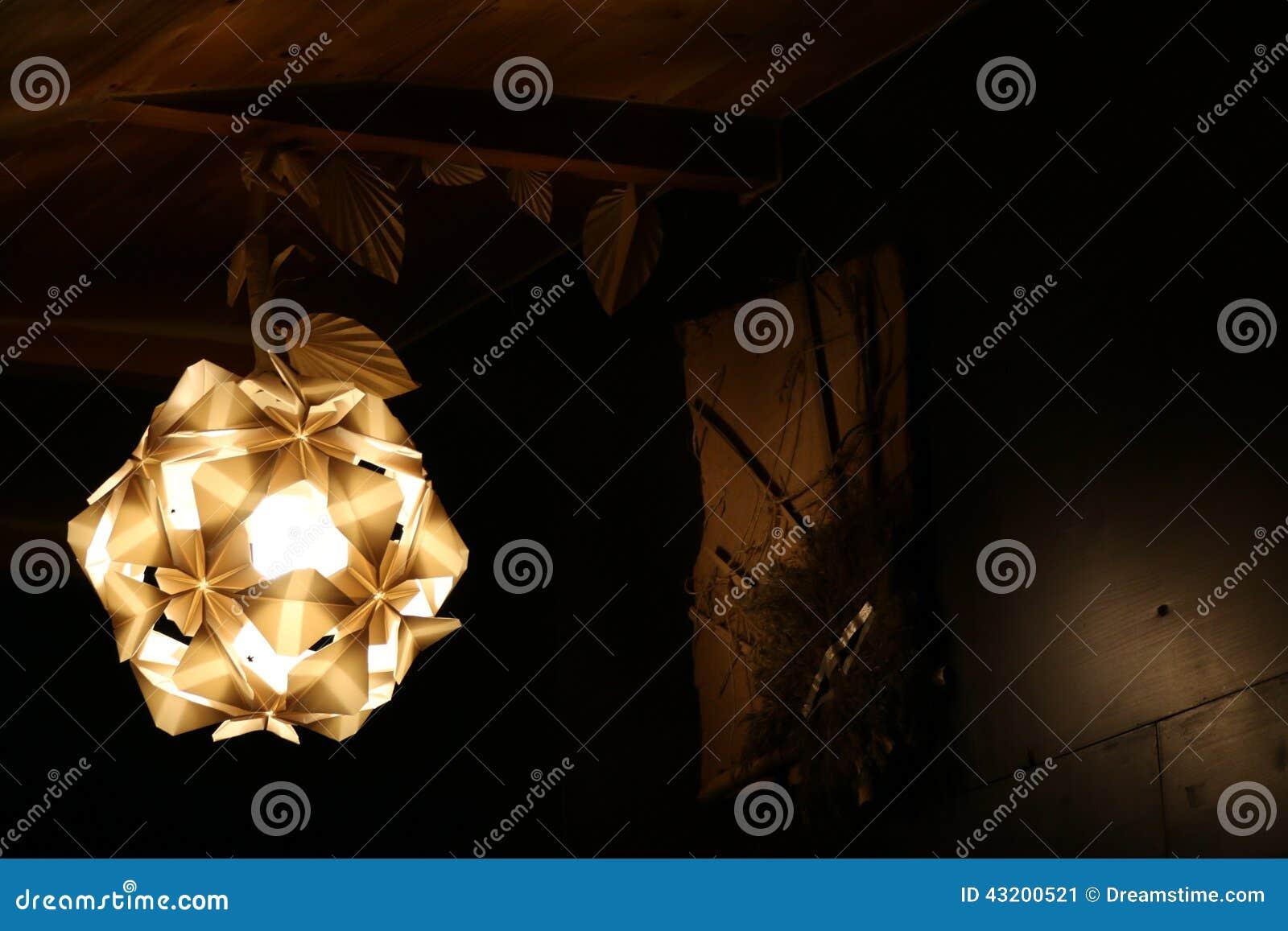 Download Origamiljus fotografering för bildbyråer. Bild av handgjort - 43200521