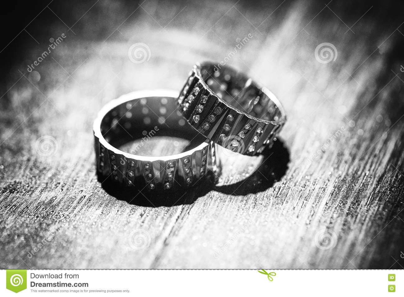 Originally figured rings on wooden table in black and white colo