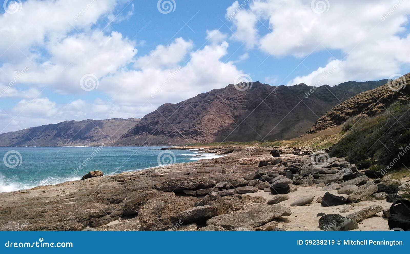 Orilla Hawaii de las montañas de Oahu