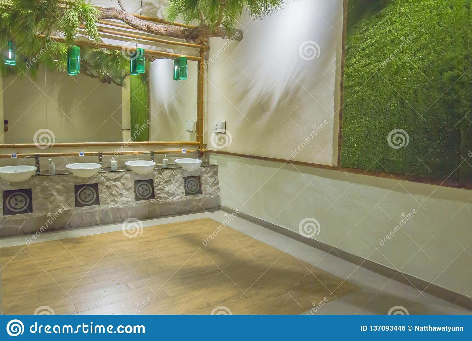Orinales en lavabo