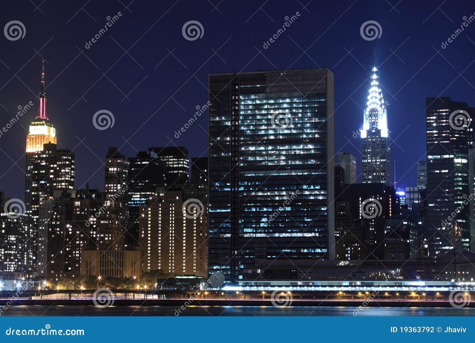 Orizzonte alla notte new york city di manhattan for Foto new york notte