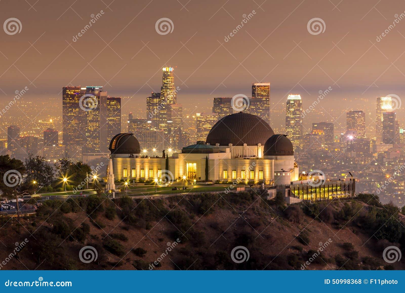 Orizzonte della città di Los Angeles e di Griffith Observatory a twiligh