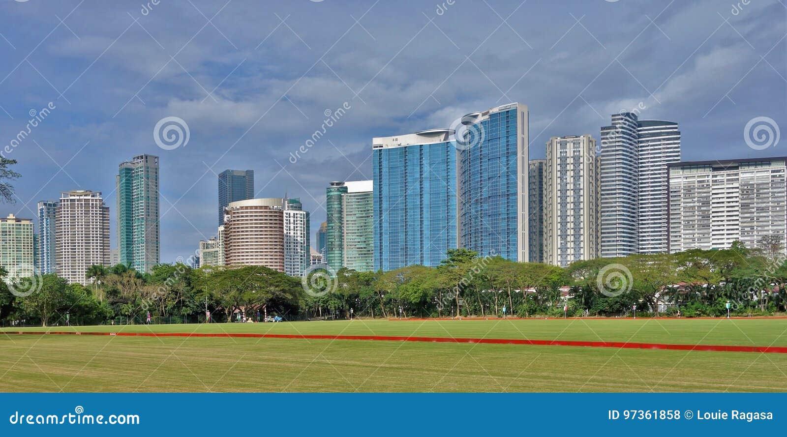 Orizzonte della torre di Fort Bonifacio nella città di Taguig