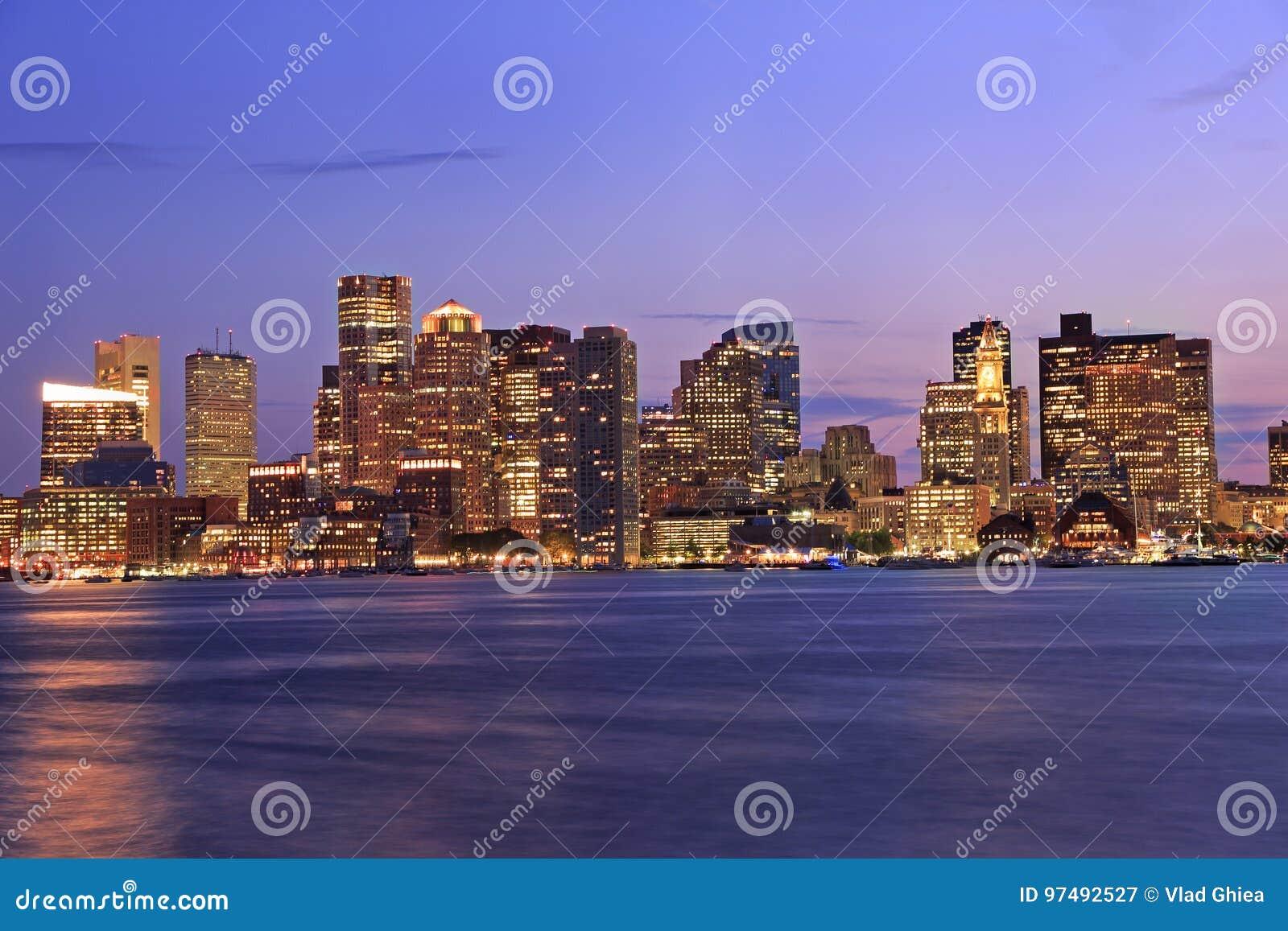 Orizzonte di Boston alla notte