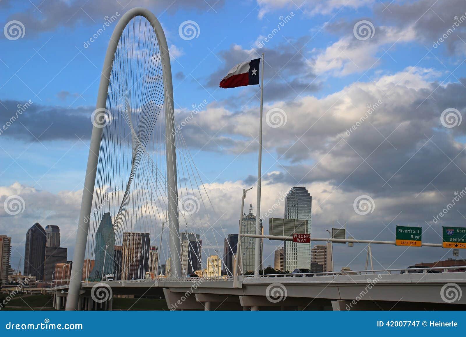 Orizzonte di Dallas un giorno nuvoloso