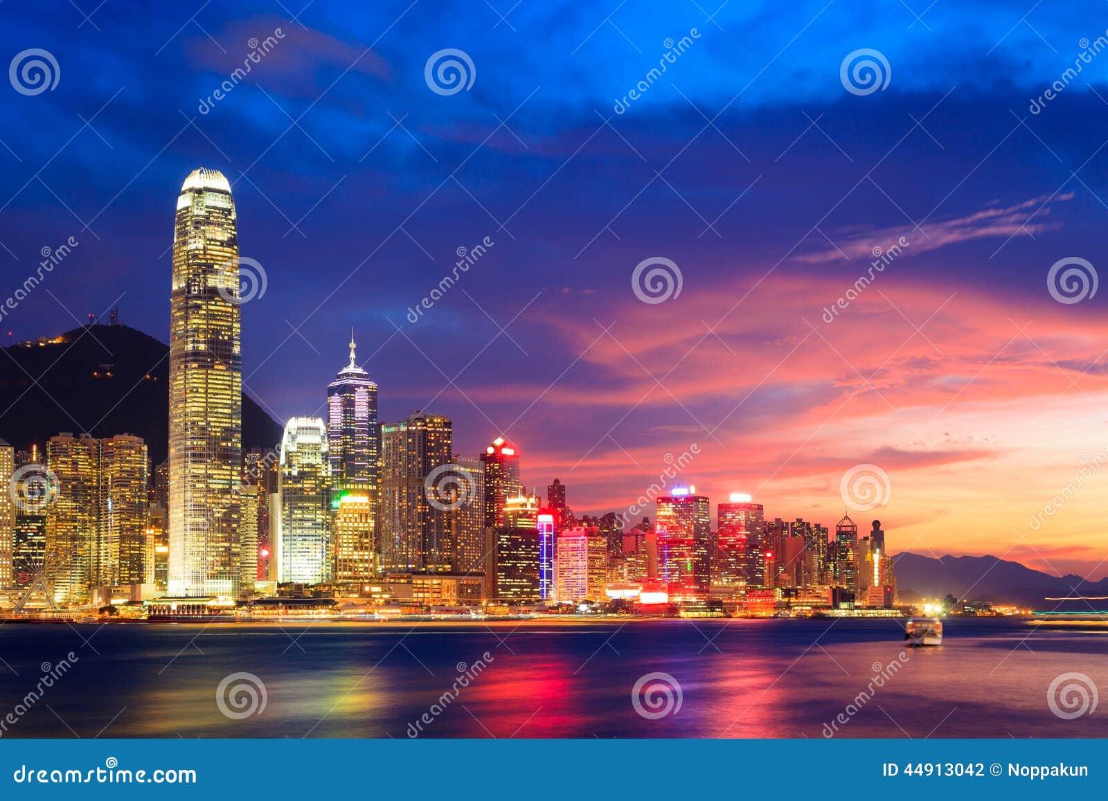 Orizzonte di Hong Kong alla notte