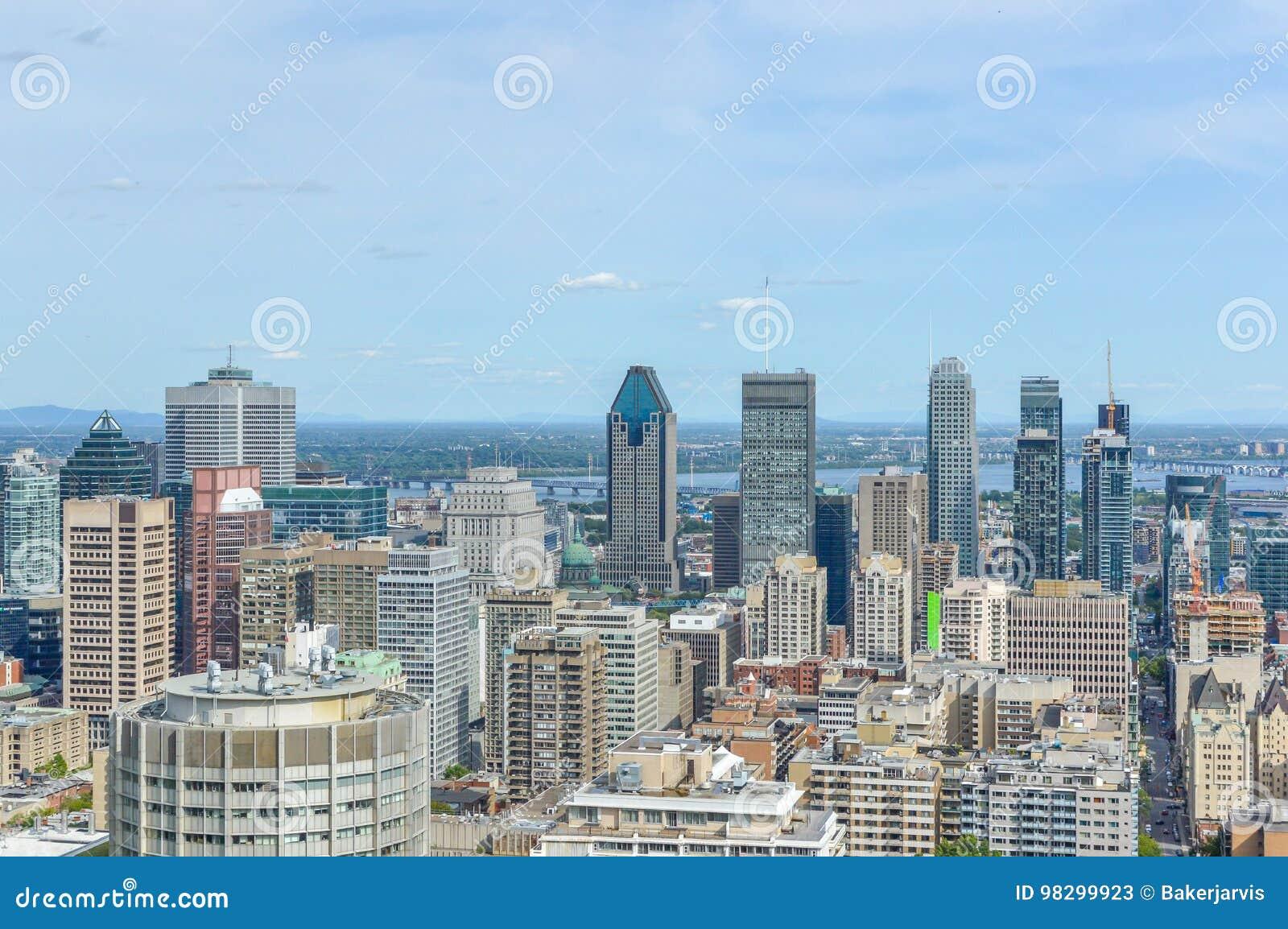 Orizzonte di Montreal di estate