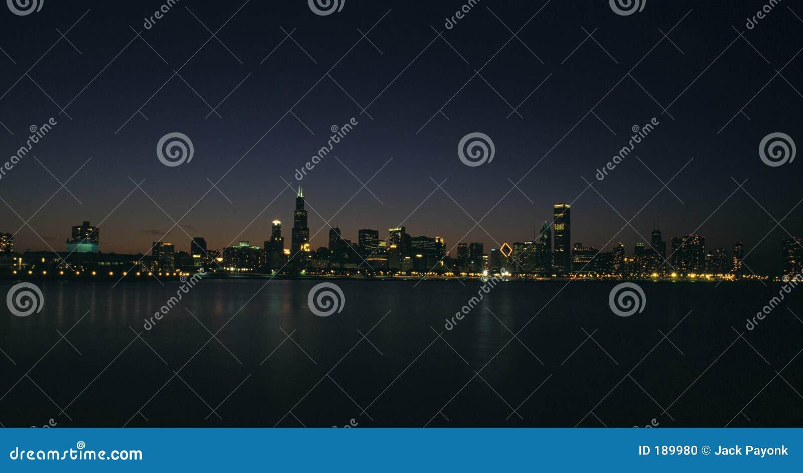 Orizzonte di notte del Chicago