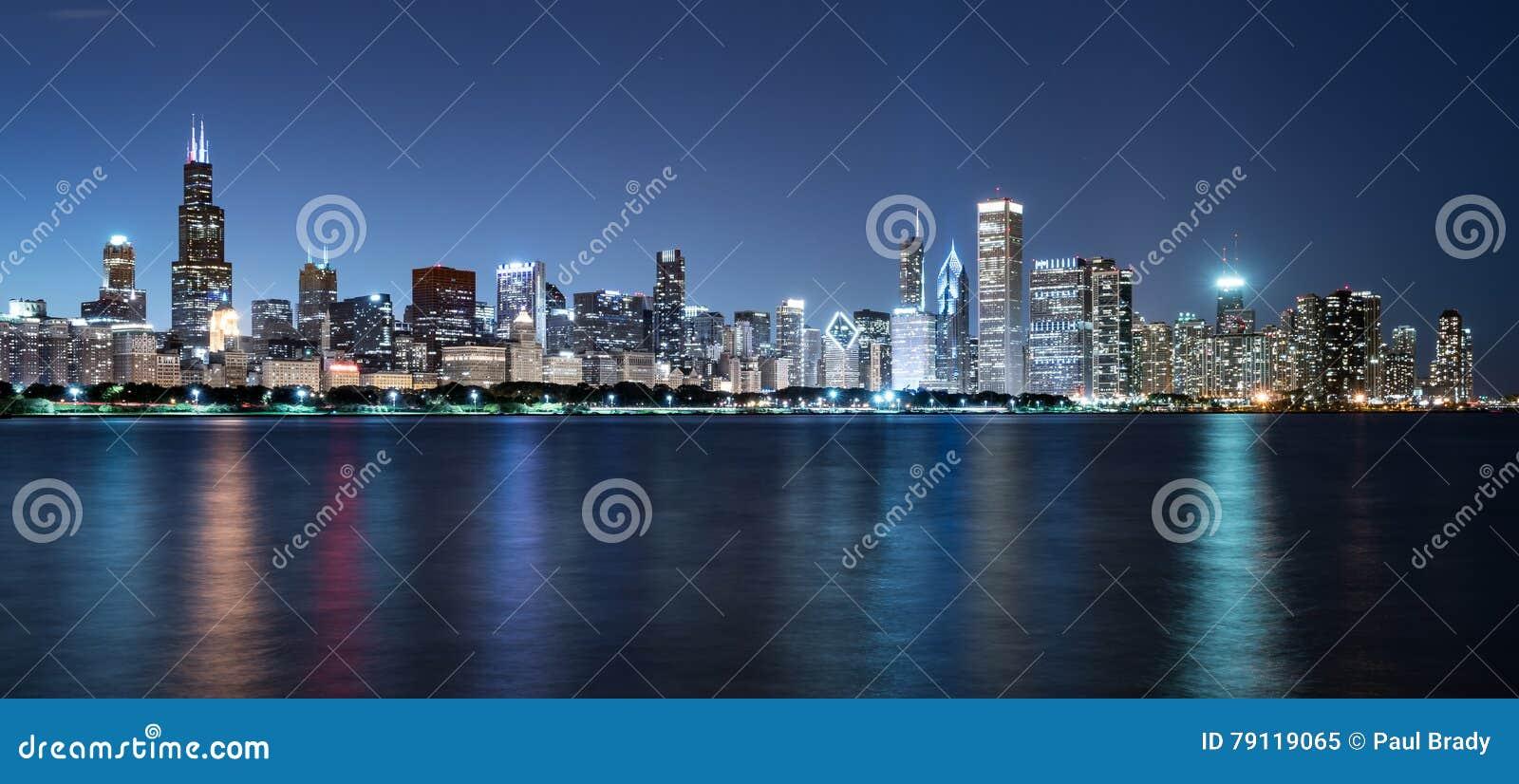 Orizzonte di notte di Chicago