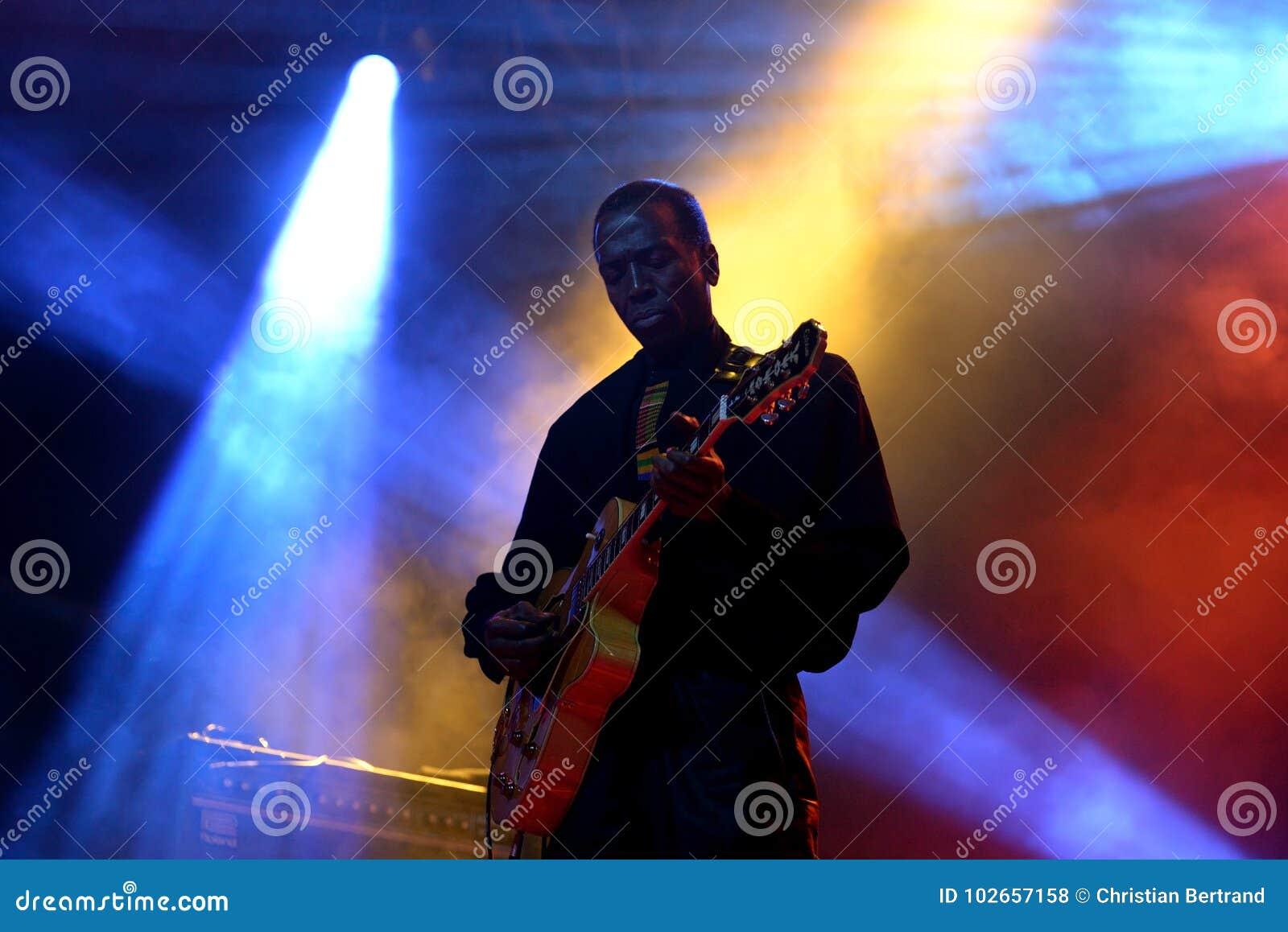 Orkiestra baobabu Karaiby fuzi zespół wykonuje w koncercie przy Primavera dźwiękiem 2016