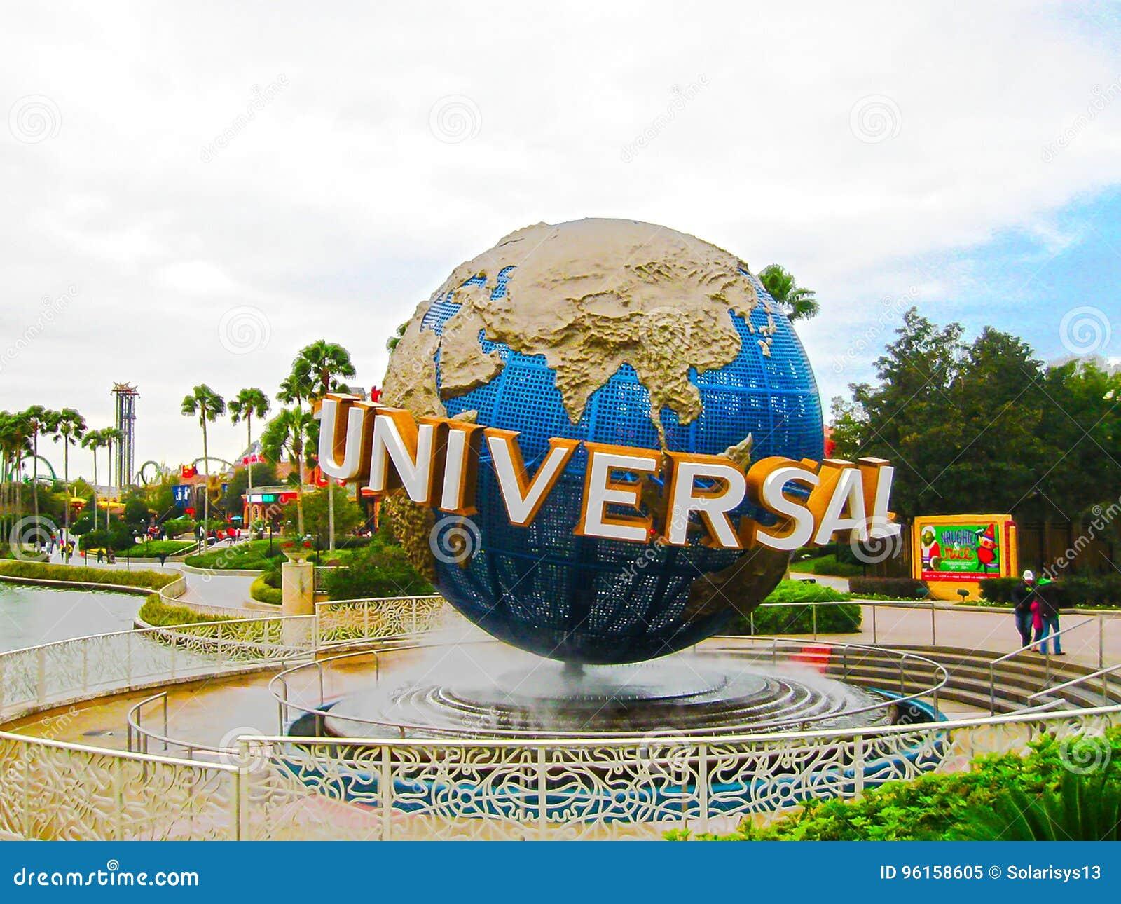 Orlando, de V.S. - 04 Januari, 2014: De beroemde Universele Bol bij Universeel het themapark van Studio sflorida