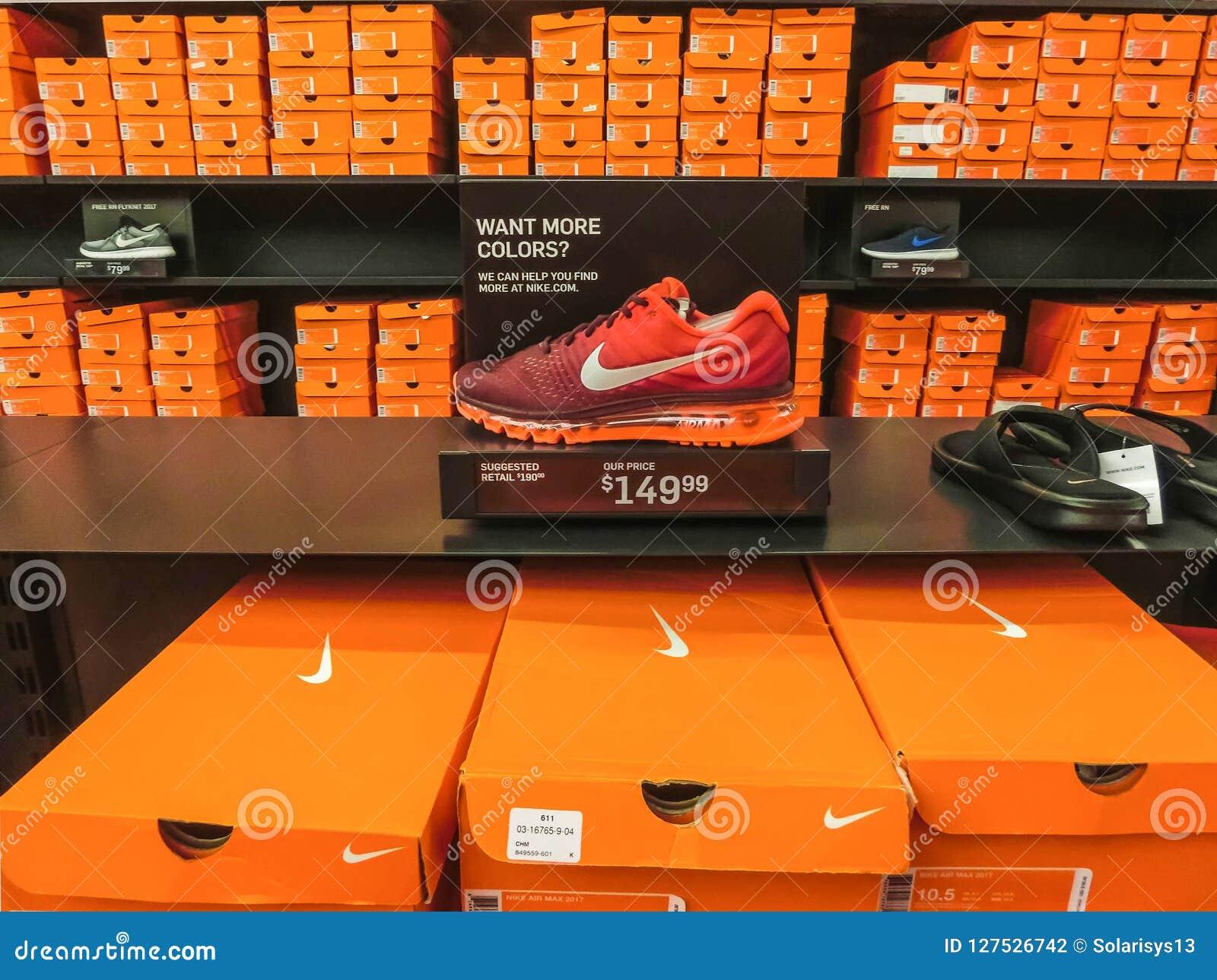 Orlando, Etats-Unis - 8 Mai 2018 : Fond Des Boîtes De Chaussures ...