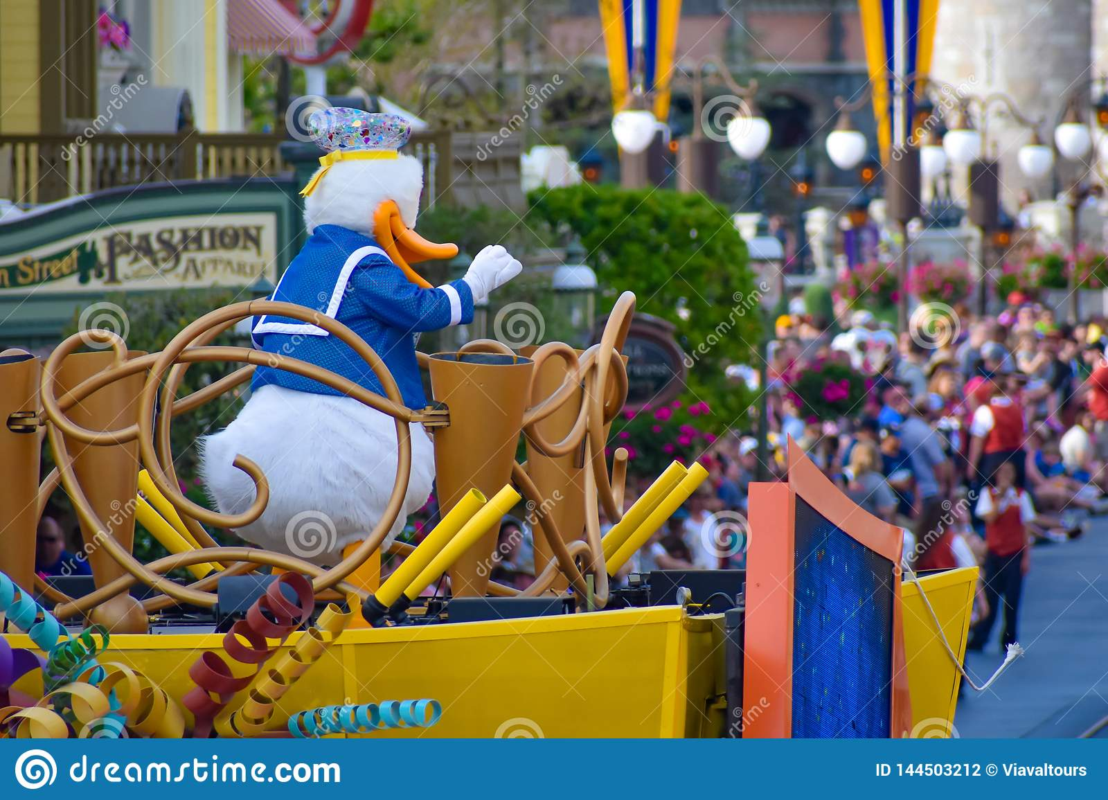 Donald Duck In Mickey And Minnie S Surprise Celebration