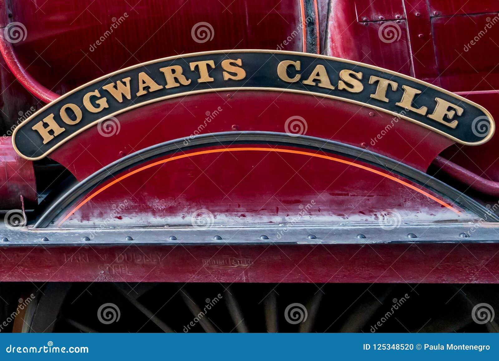 ORLANDO FLORIDA, USA - DECEMBER, 2017: Den Wizarding världen av Harry Potter - stationen och plattformen Hogwarts för uttryckligt