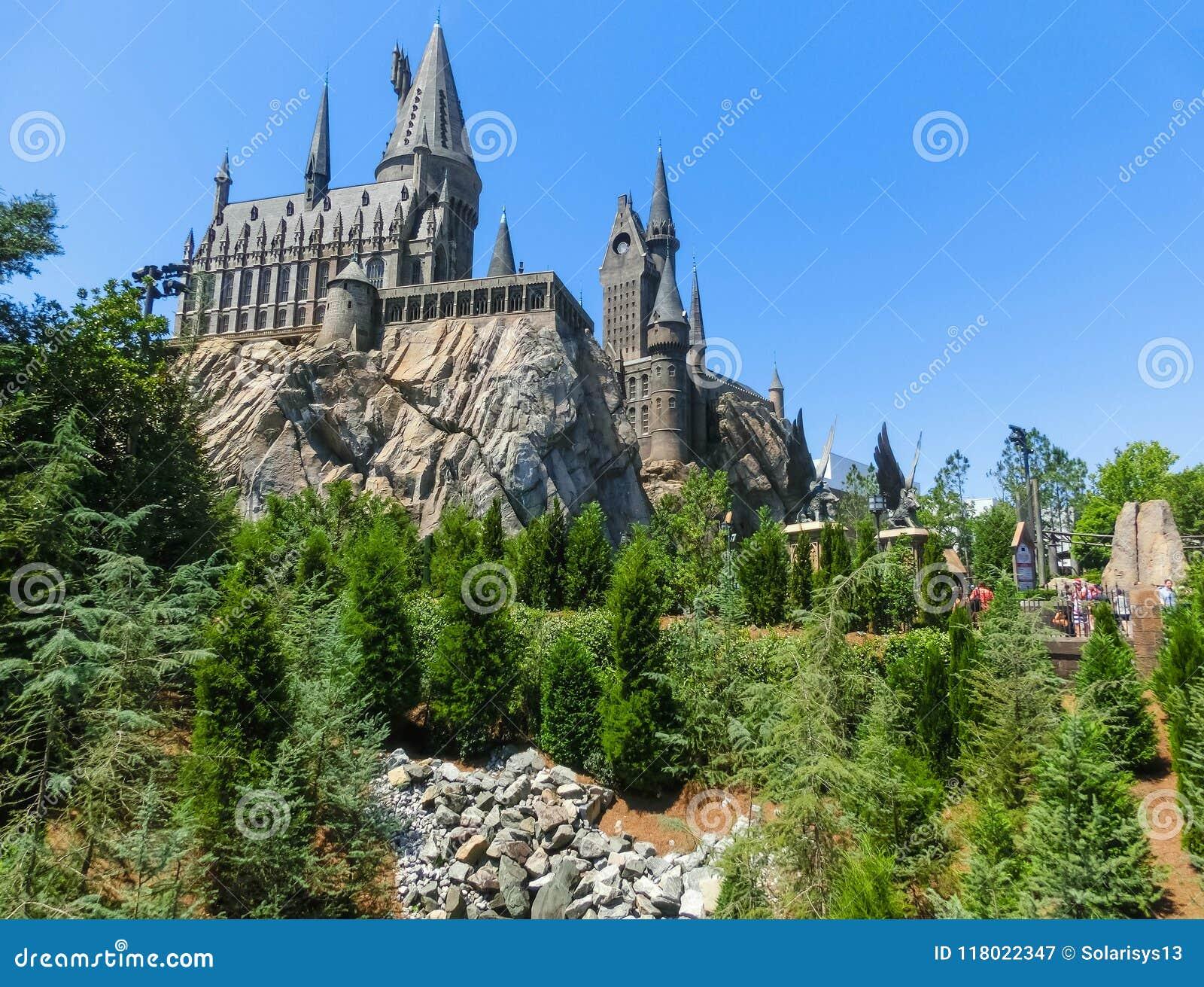 Orlando Florida, USA - Maj 09, 2018: Den Hogwarts slotten på den Wizarding världen av Harry Potter i affärsföretagön av