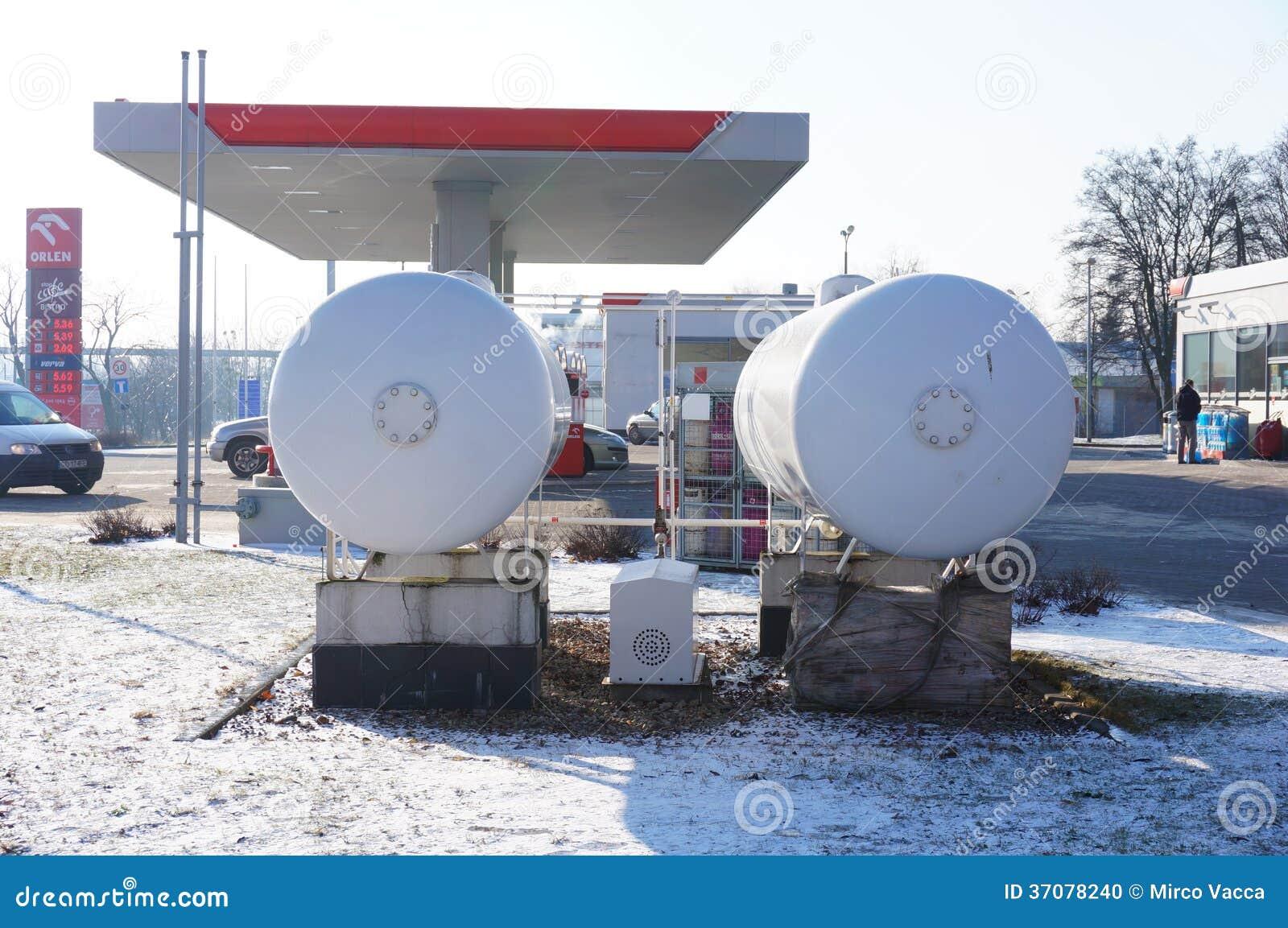 Download Orlen benzynowi zbiorniki obraz editorial. Obraz złożonej z poznan - 37078240