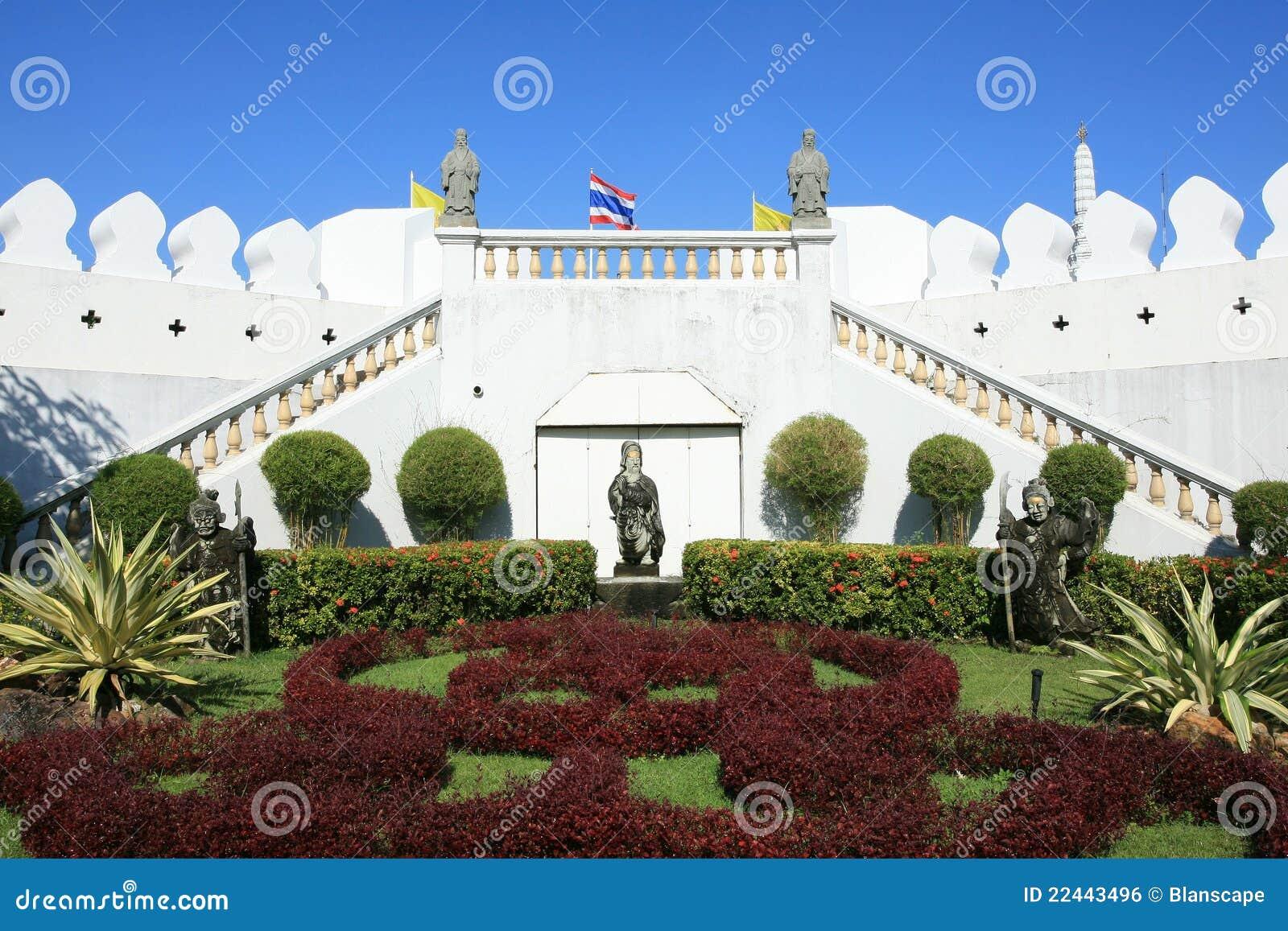 Ornament mooie tuin dichtbij witte muur royalty vrije stock afbeelding afbeelding 22443496 - Tuin decoratie buitenkant ...