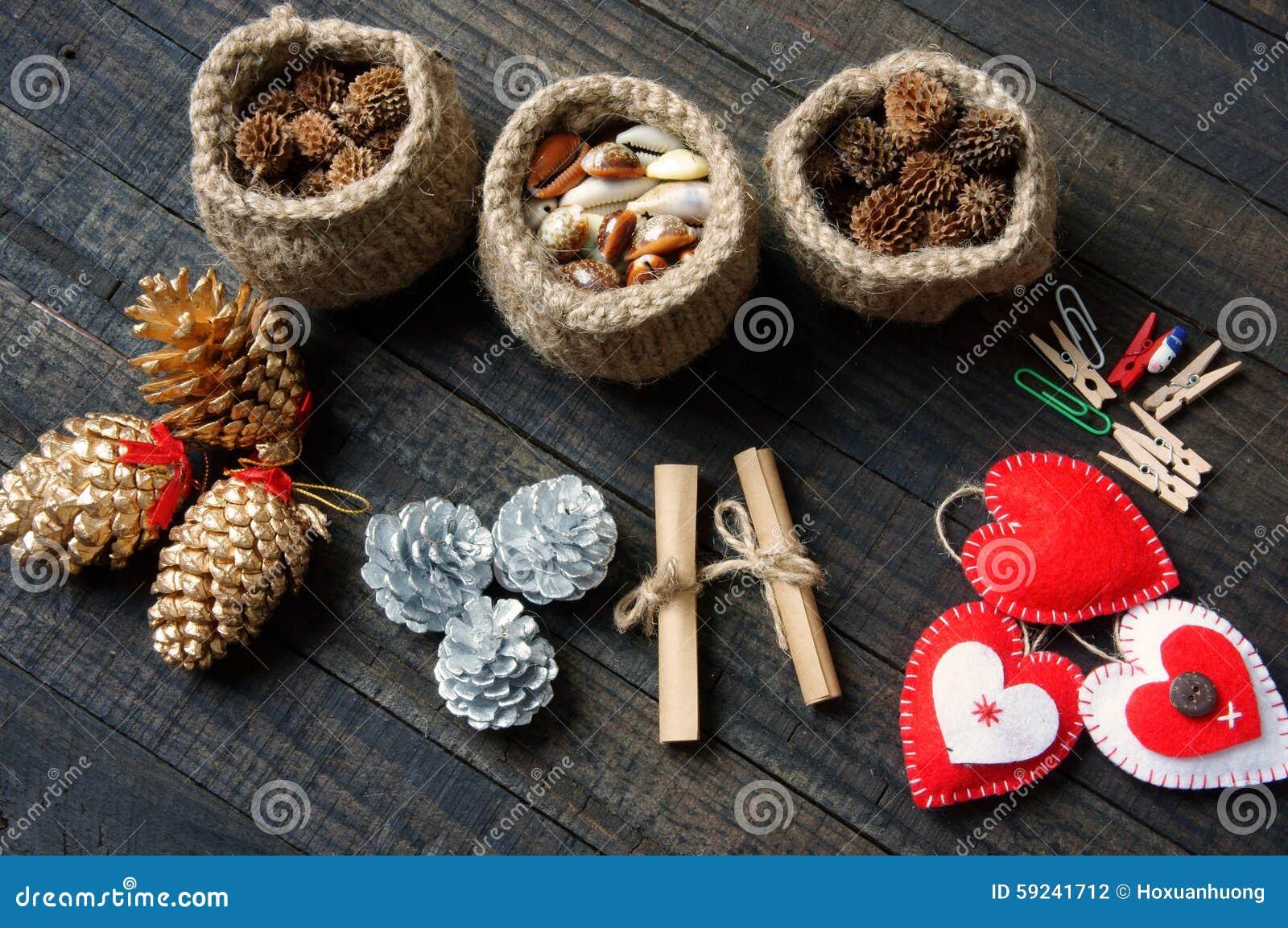Download Ornamental, Navidad, Cono Del Pino De La Navidad, Hecho A Mano Foto de archivo - Imagen de extracto, mano: 59241712