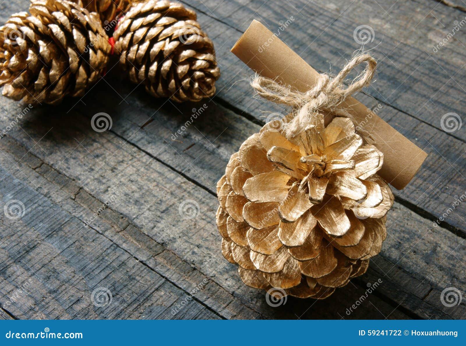 Download Ornamental, Navidad, Cono Del Pino De La Navidad, Hecho A Mano Foto de archivo - Imagen de decoración, diciembre: 59241722